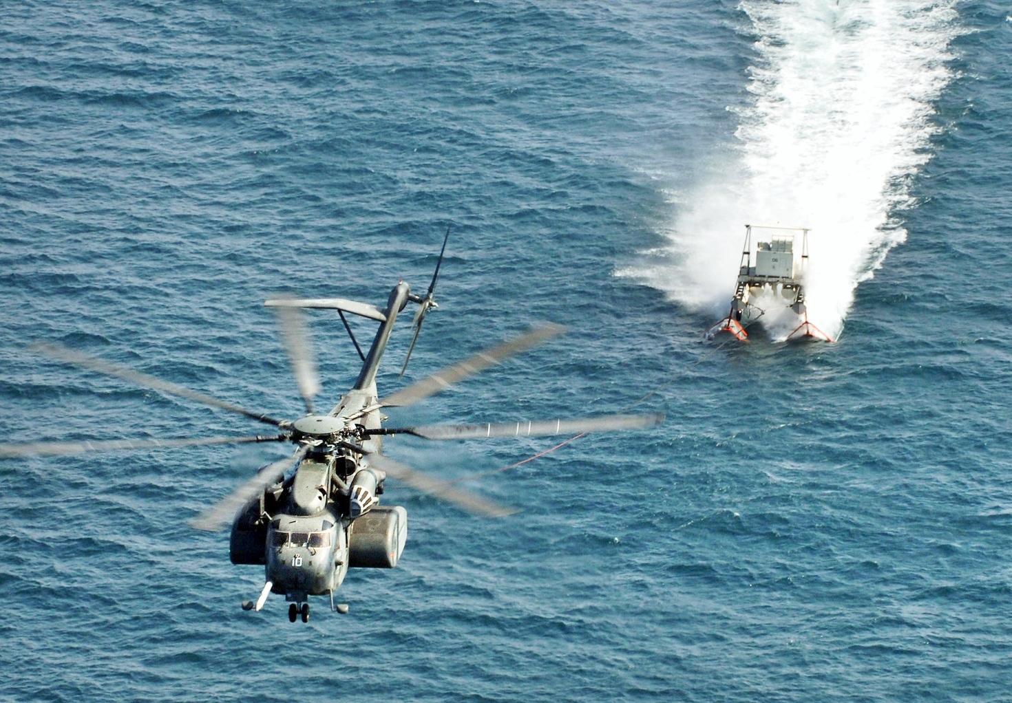 US_Navy_071112-N-1465K-005_An_MH-53E_Sea