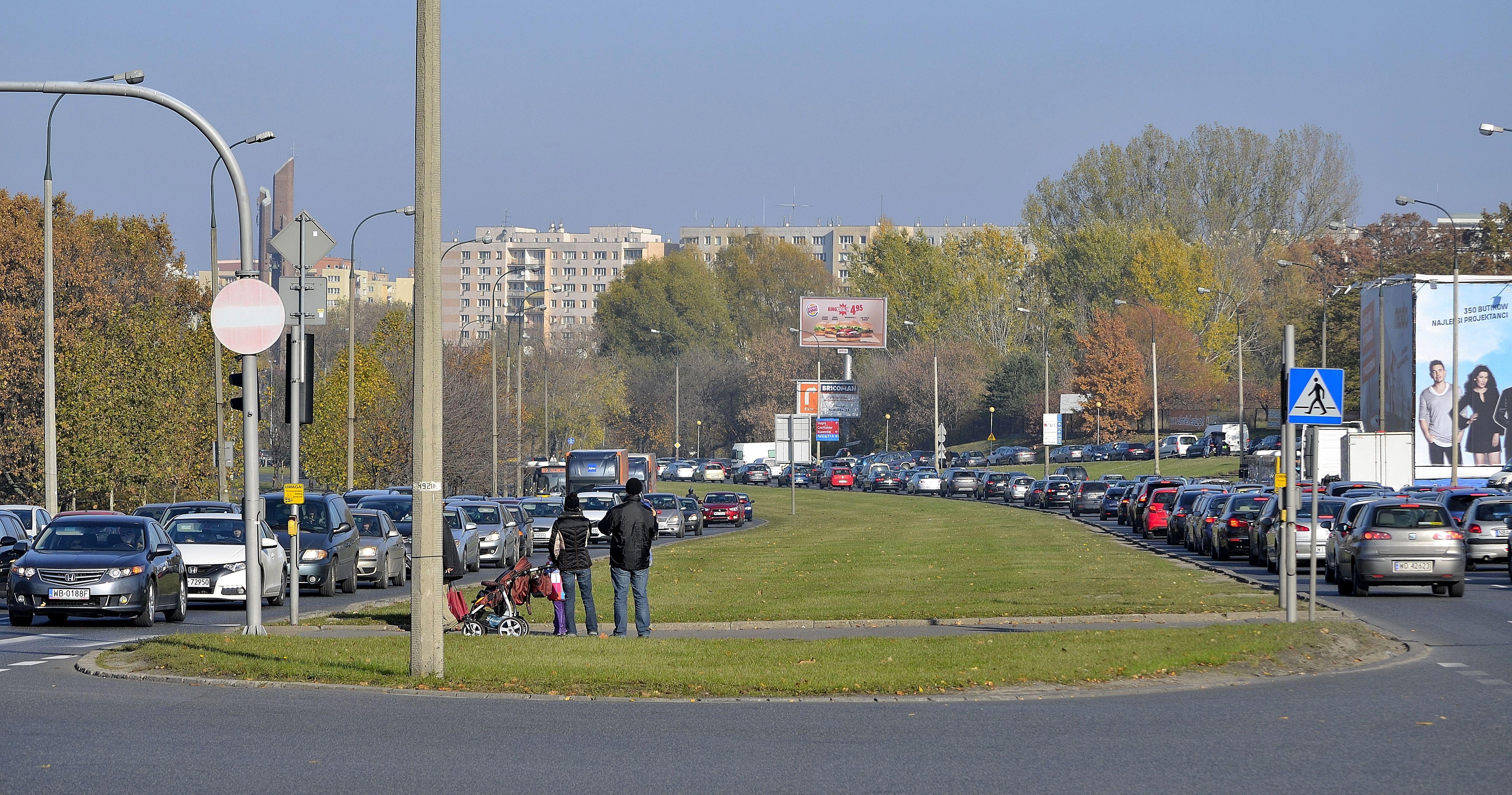 Ulica Dolina Służewiecka w Warszawie 2015.JPG