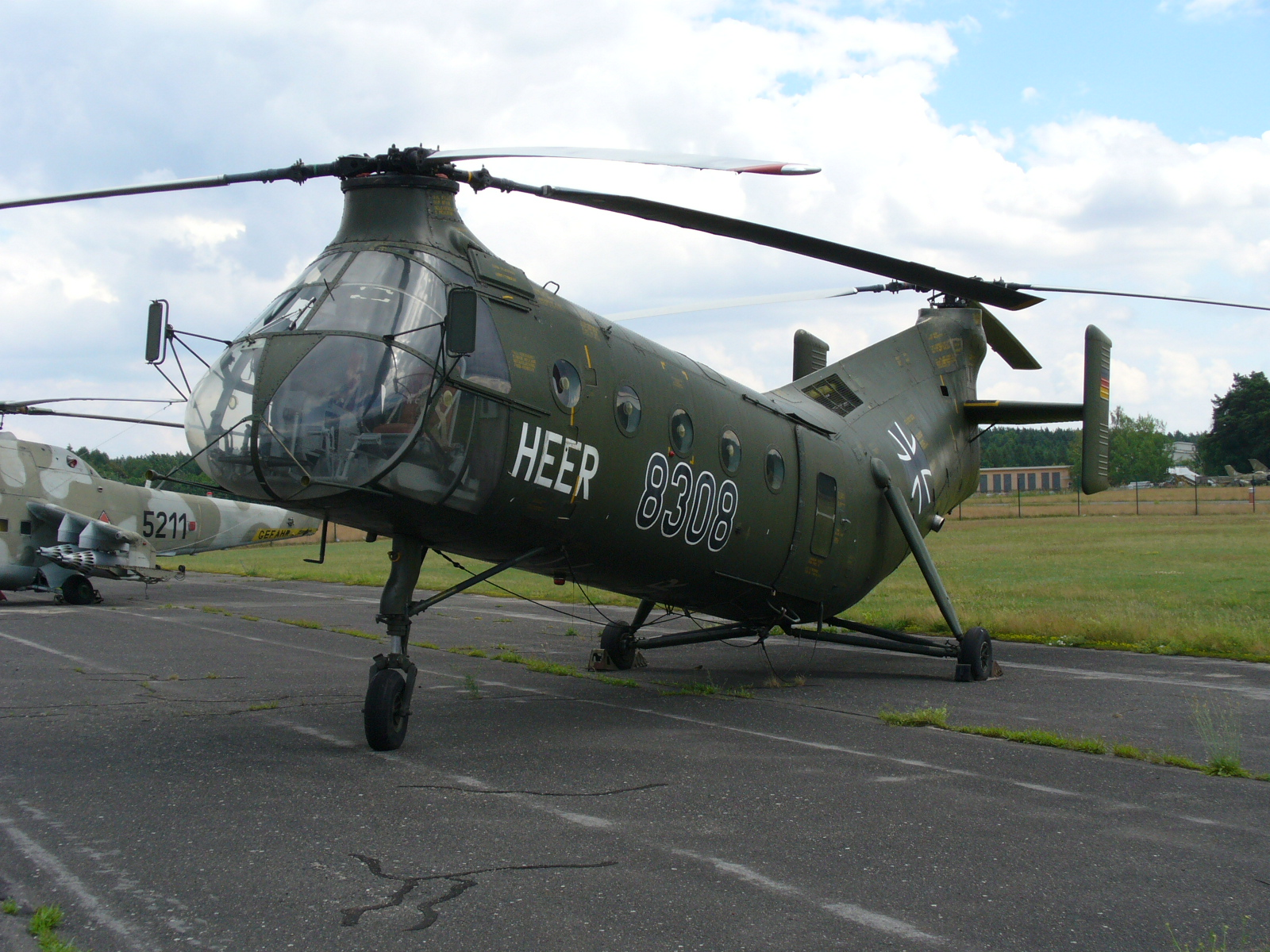 h21 helicopter with File Vertol H 21c Heer on Interesting furthermore Piasecki moreover Vietnam War also  moreover H21.