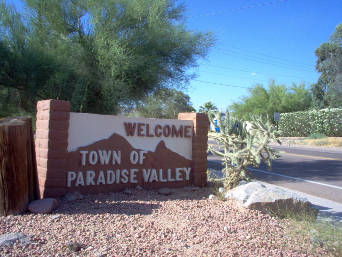 Welcome sign in Paradise Valley Arizona 5-30-2005