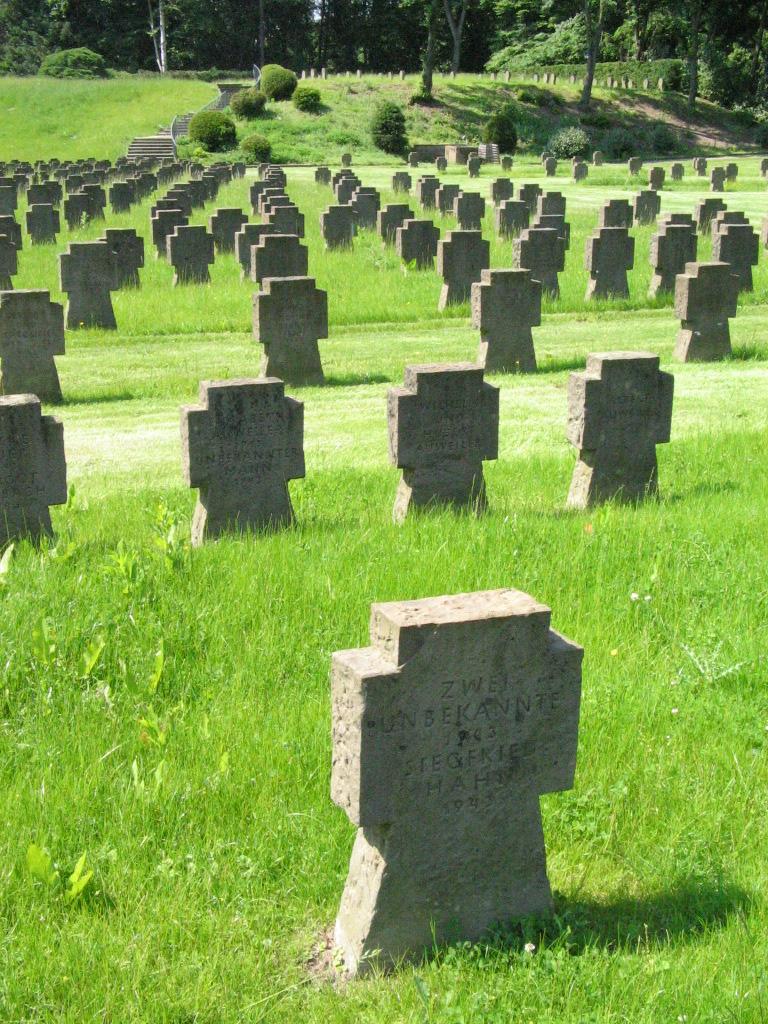 Westfriedhof Köln Ehrengräber1.jpg