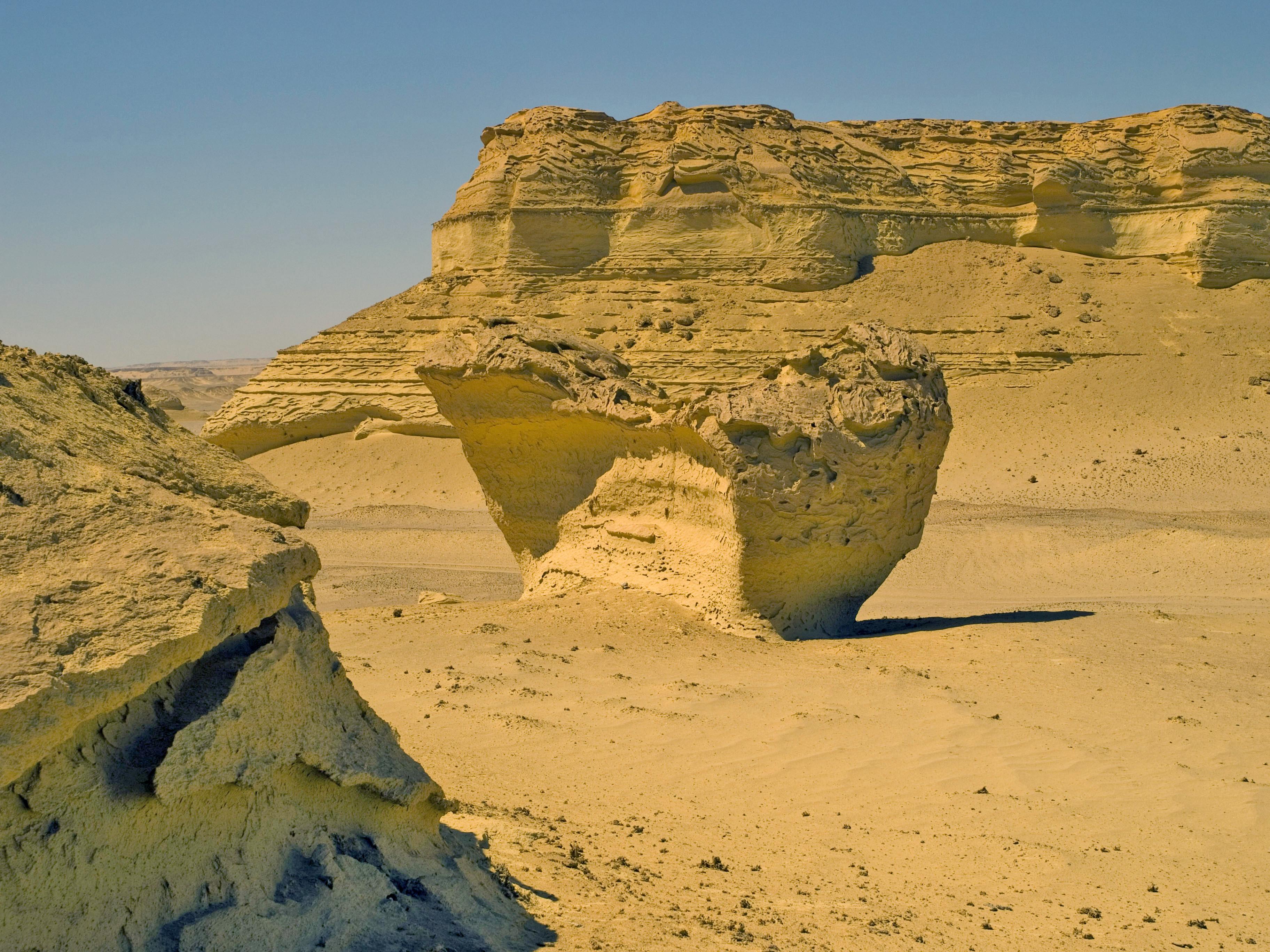 File:Wind erosion in Wadi Al-Hitan.jpg - Wikimedia Commons