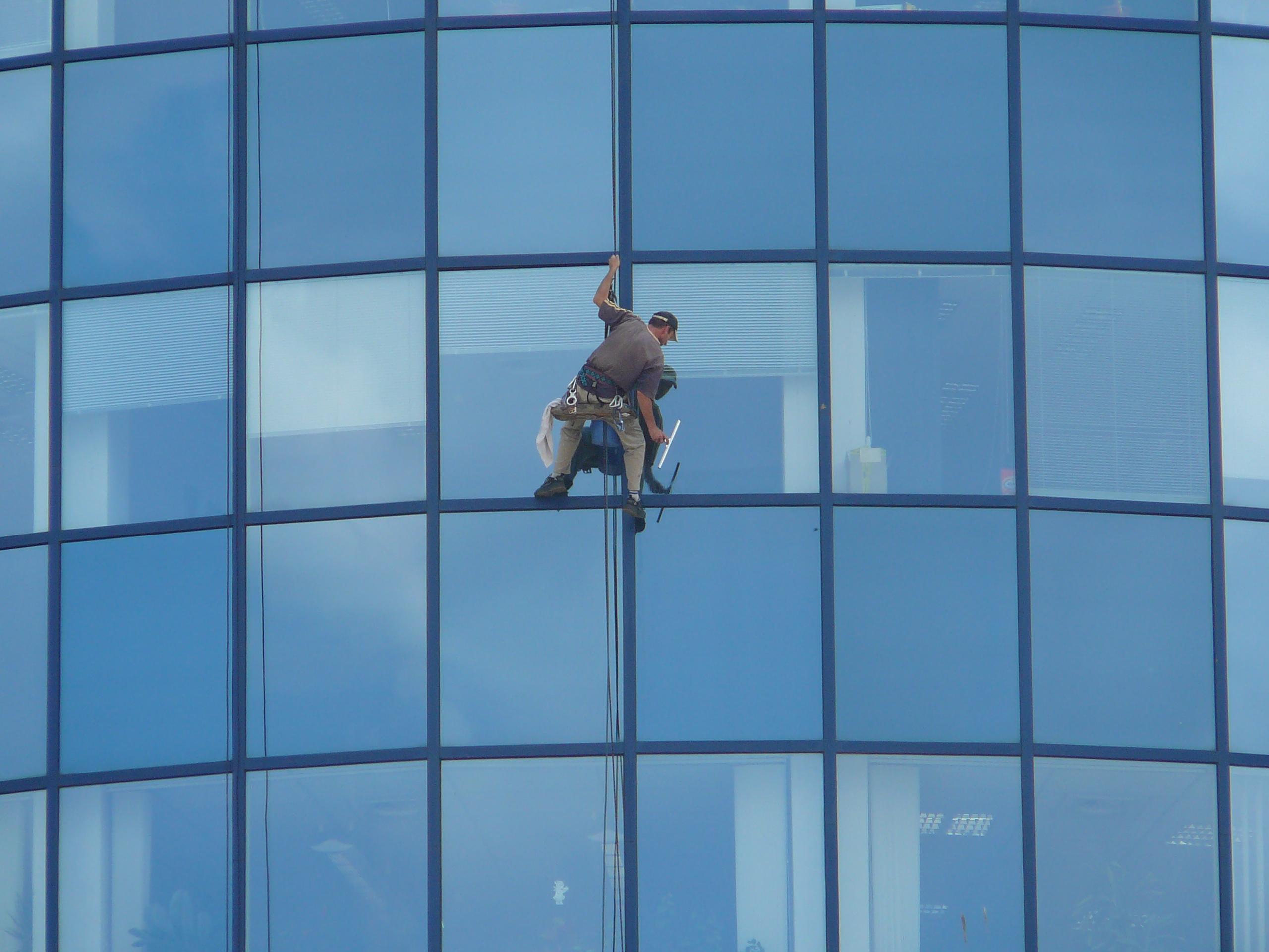 File:Window cleaner, M-Palác, Brno (2).jpg