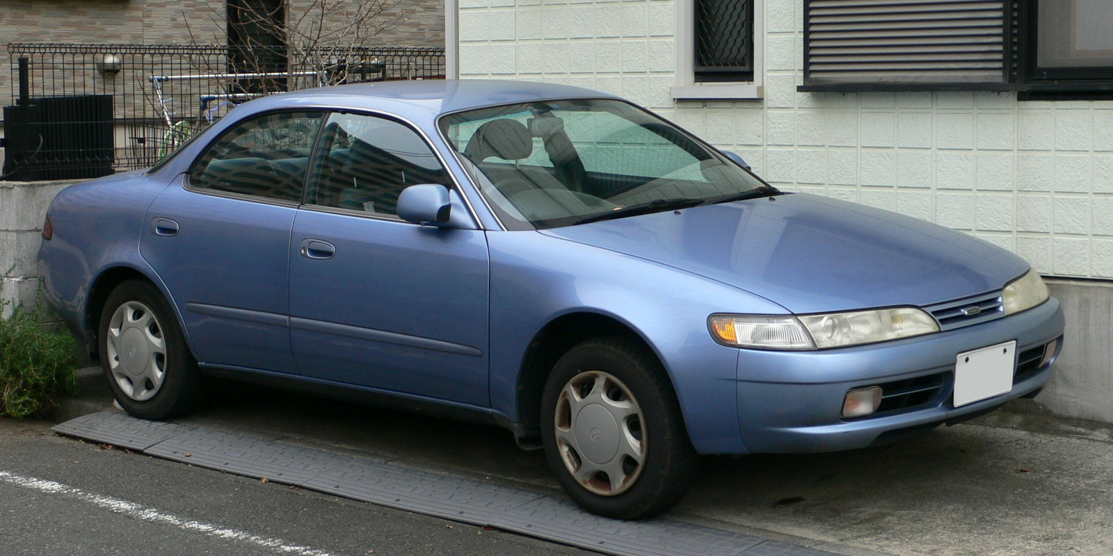 Description 1994 Toyota Corolla-Ceres 01.jpg