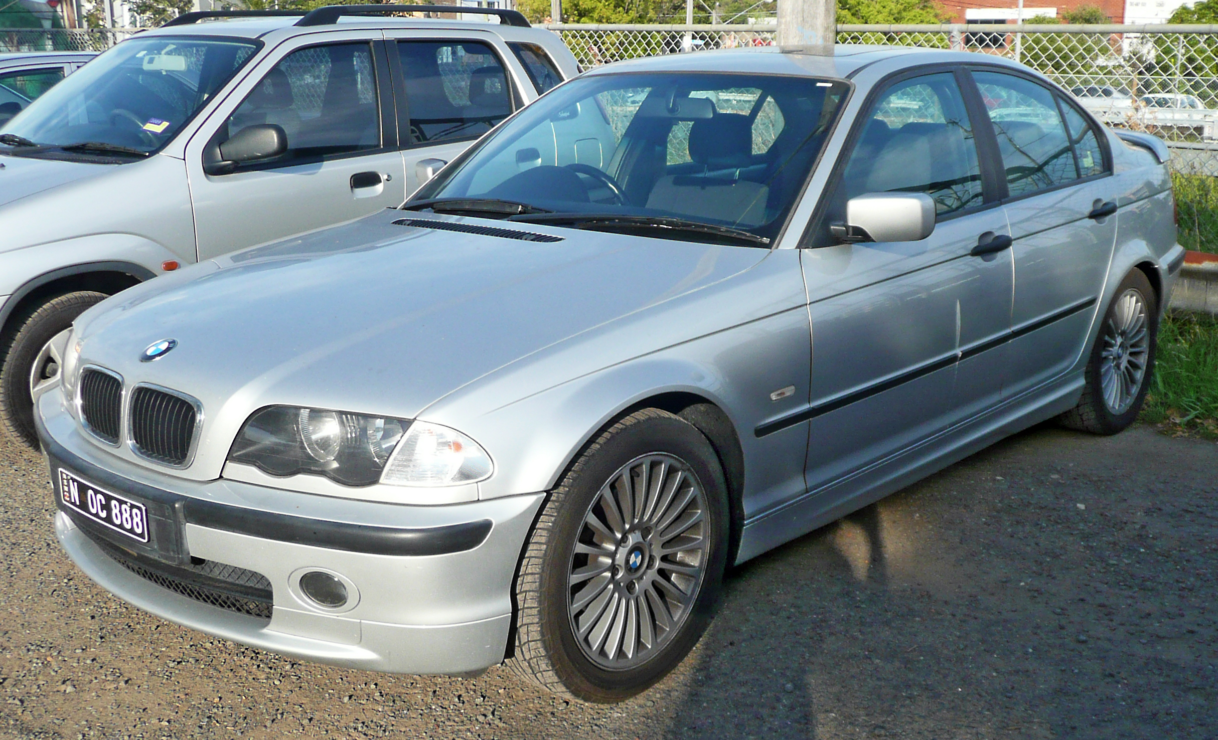 File:1998 2001 BMW 318i (E46) sedan 01.   Wikimedia Commons