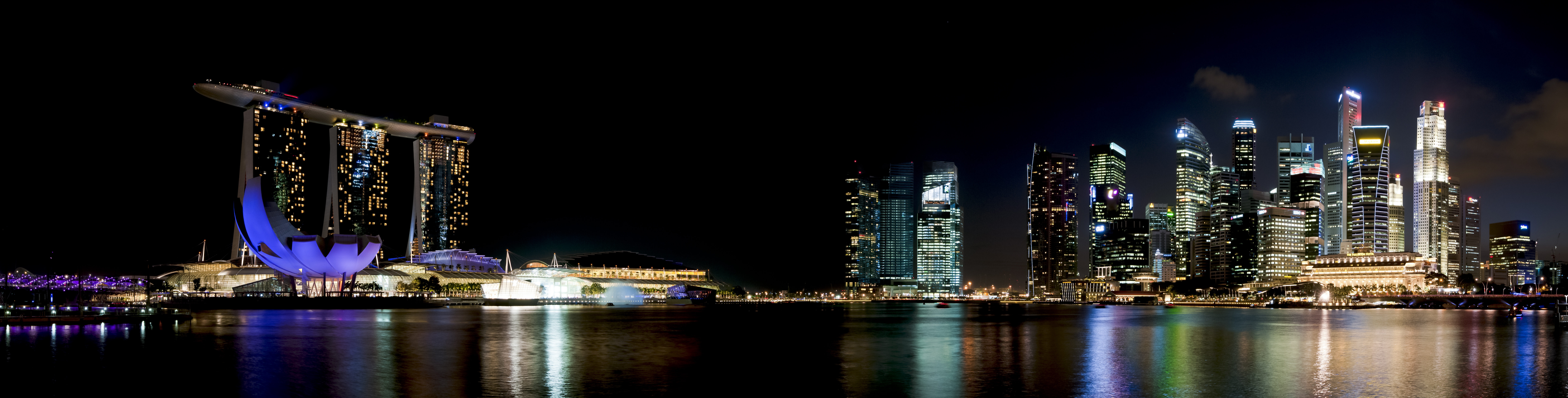 https://upload.wikimedia.org/wikipedia/commons/3/3c/1_marina_bay_night_2012.jpg