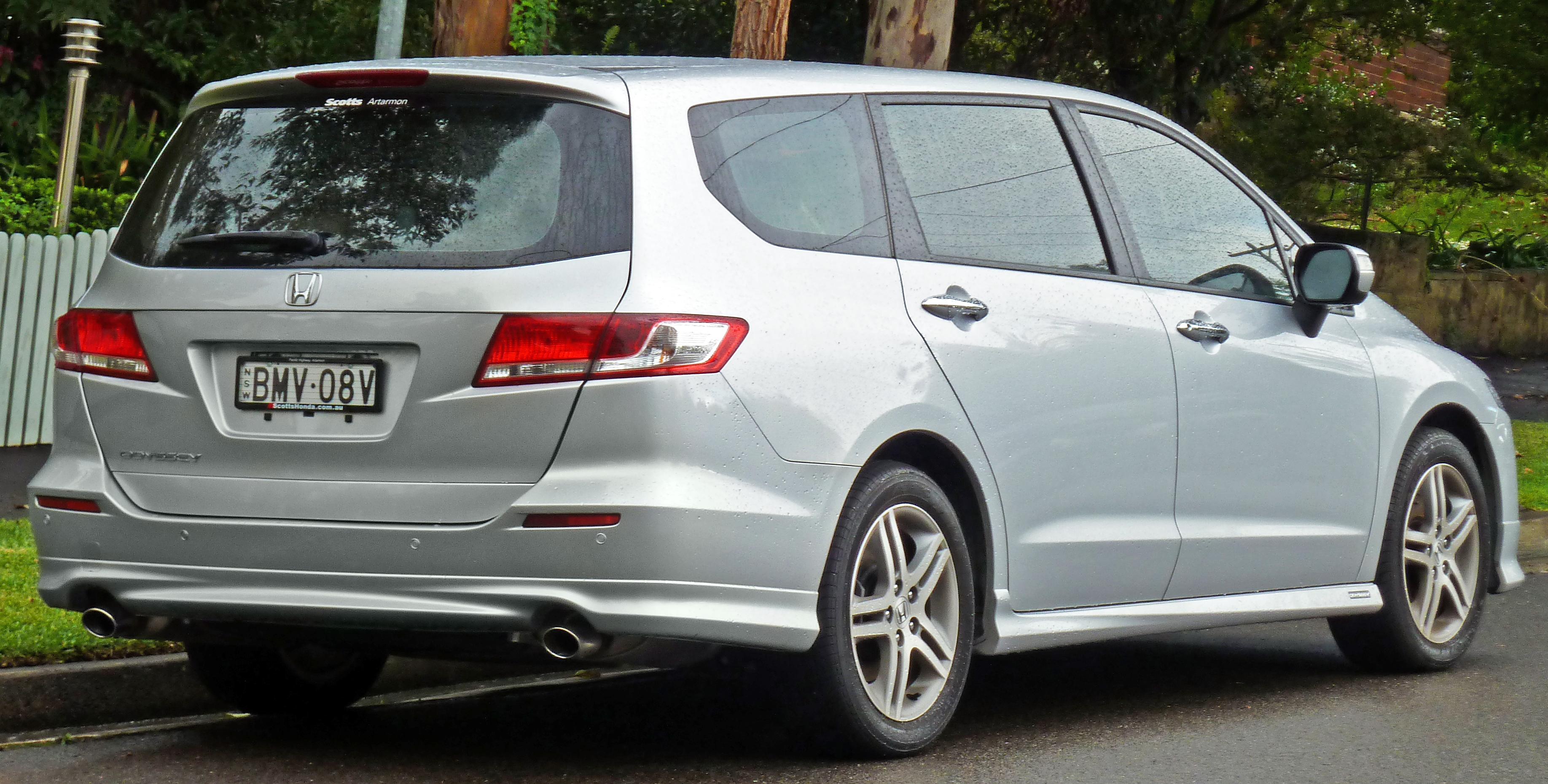 File:2009-2011 Honda Odyssey Luxury van (2011-04-28) 02 ...
