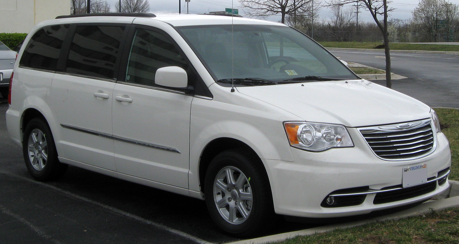 2017 Chrysler Town And Country >> File 2011 Chrysler Town Country 03 24 2011 Jpg