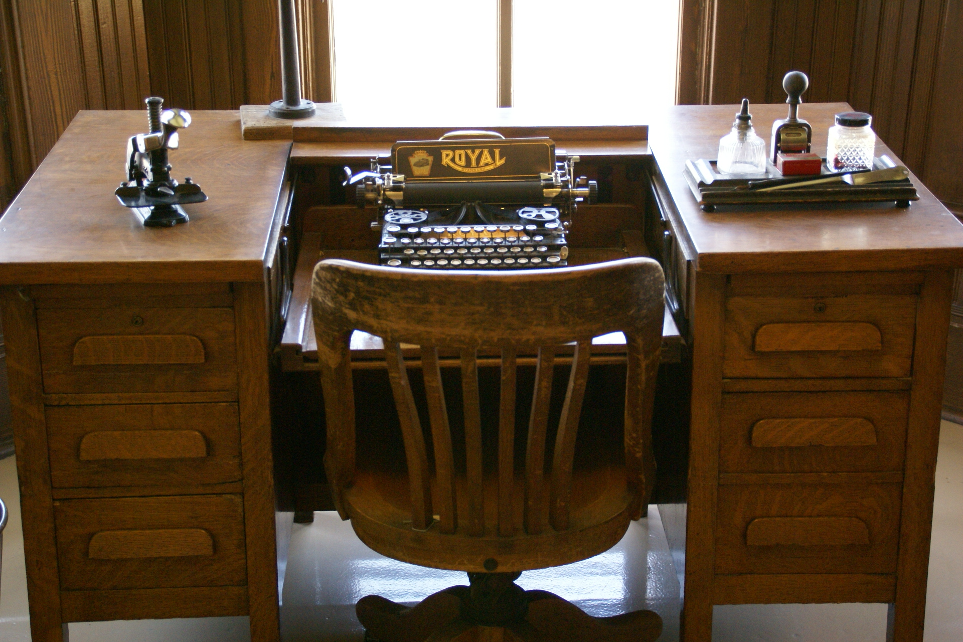 File:2012.10.03.132232 Desk typewriter train station Ely ...