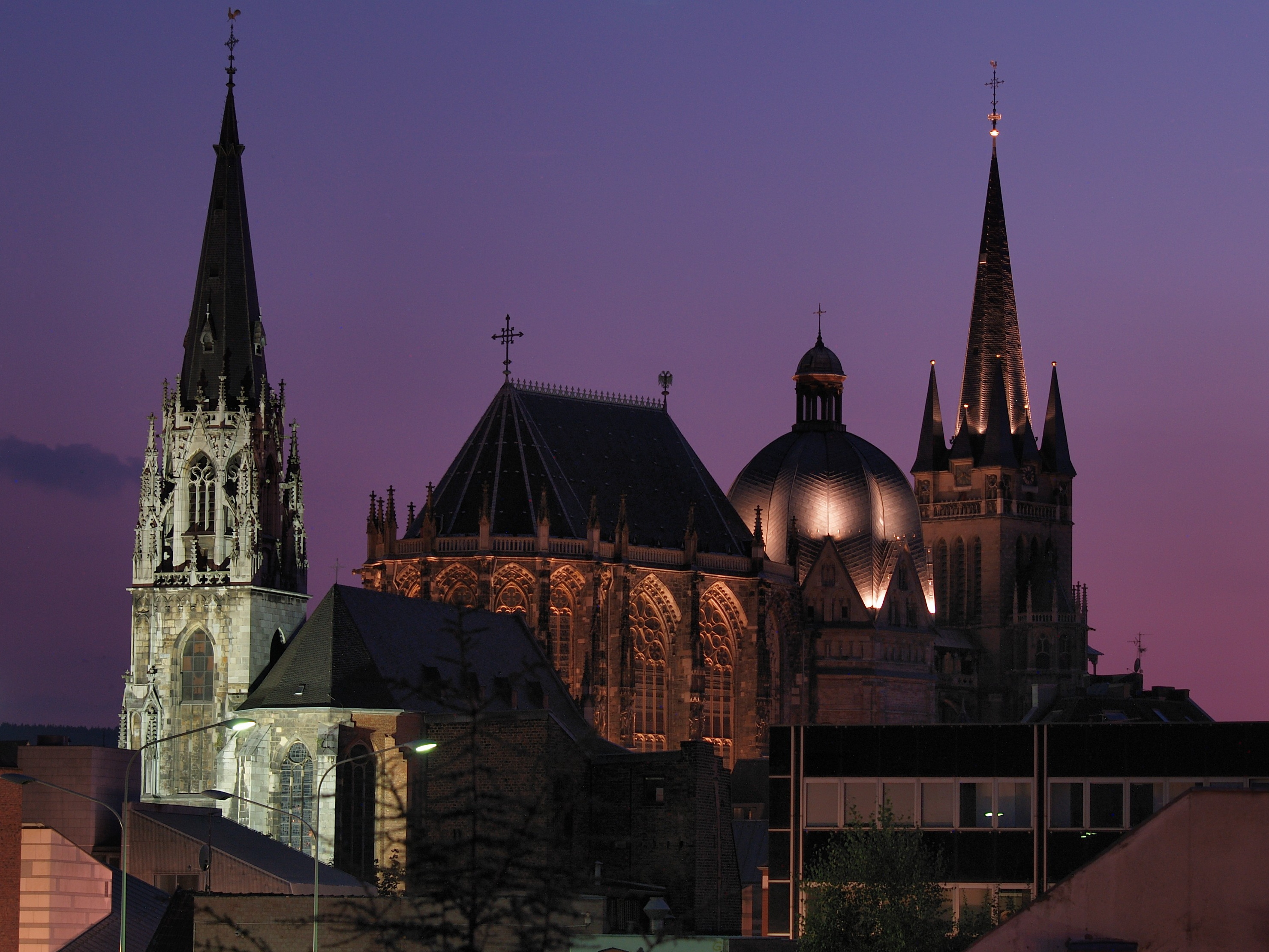 File Aachen Cathedral Night Jpg Wikimedia Commons