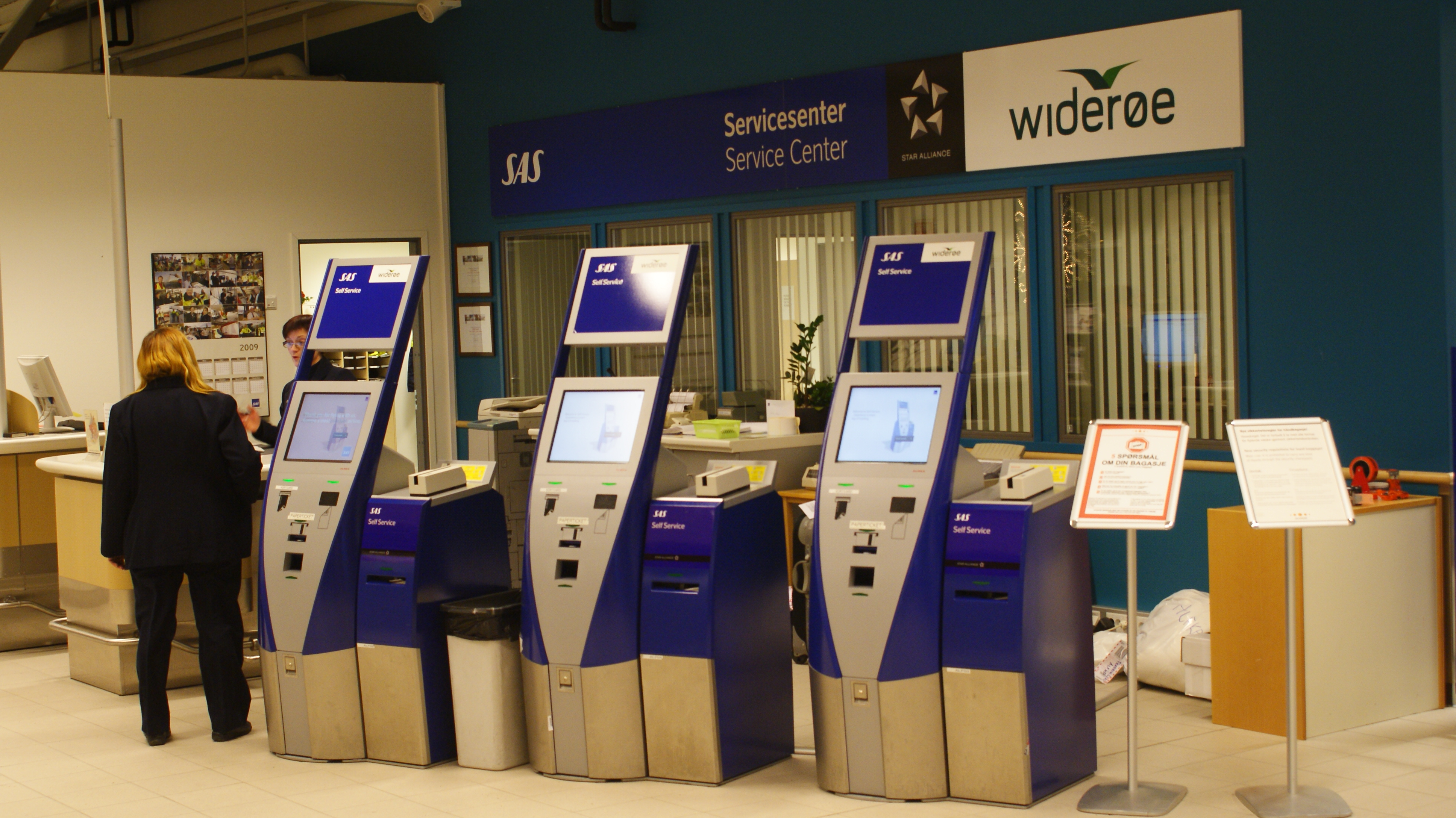 File:Alta-lufthavn-new-terminal-checkin-boxen.jpg - Wikimedia Commons