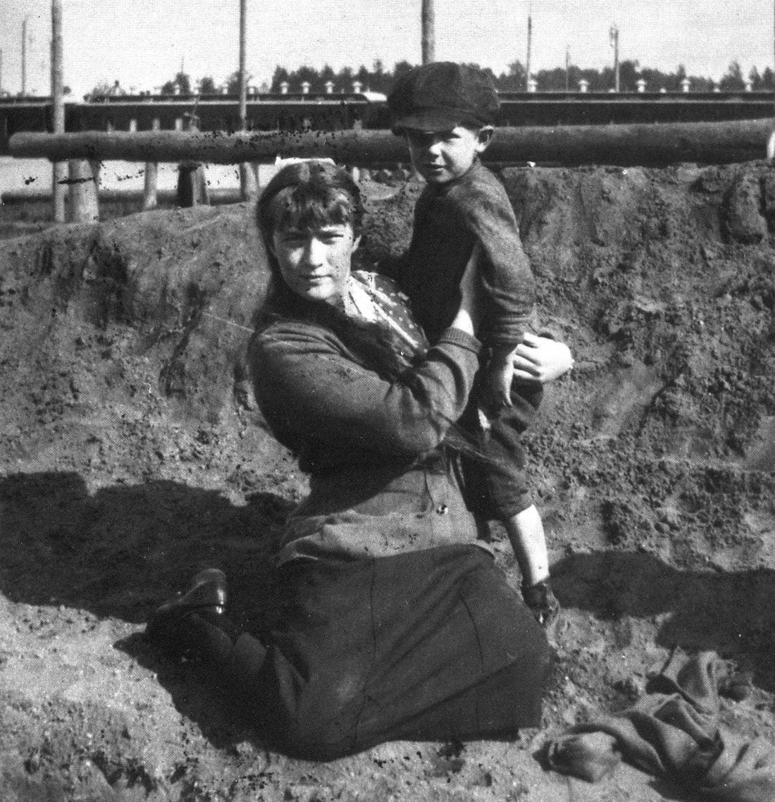 File:Anastasia hugging a boy.jpg - Wikimedia Commons