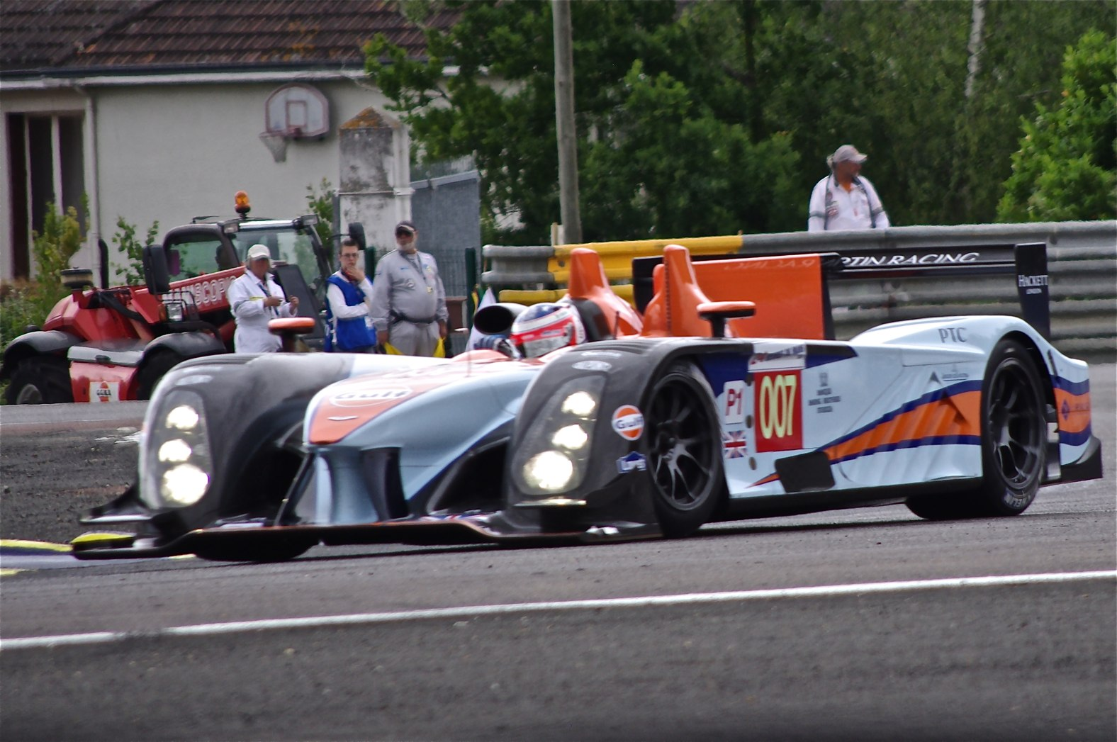 File Aston Martin Amr One Q3 Le Mans 2011 Jpg Wikimedia Commons