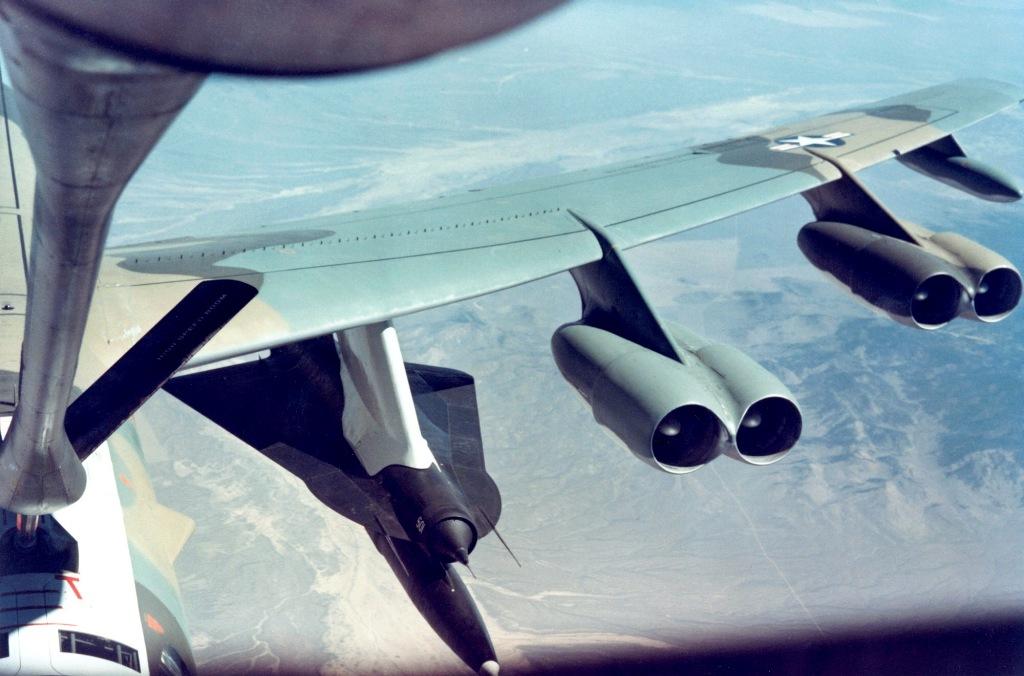 B-52 transportando o D-21