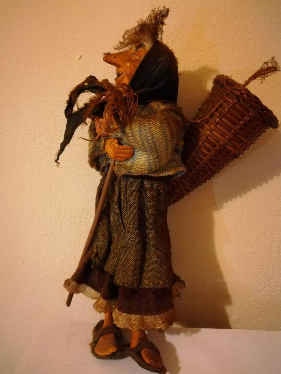 A figure of Befana by Tiguliano [CC BY-SA]