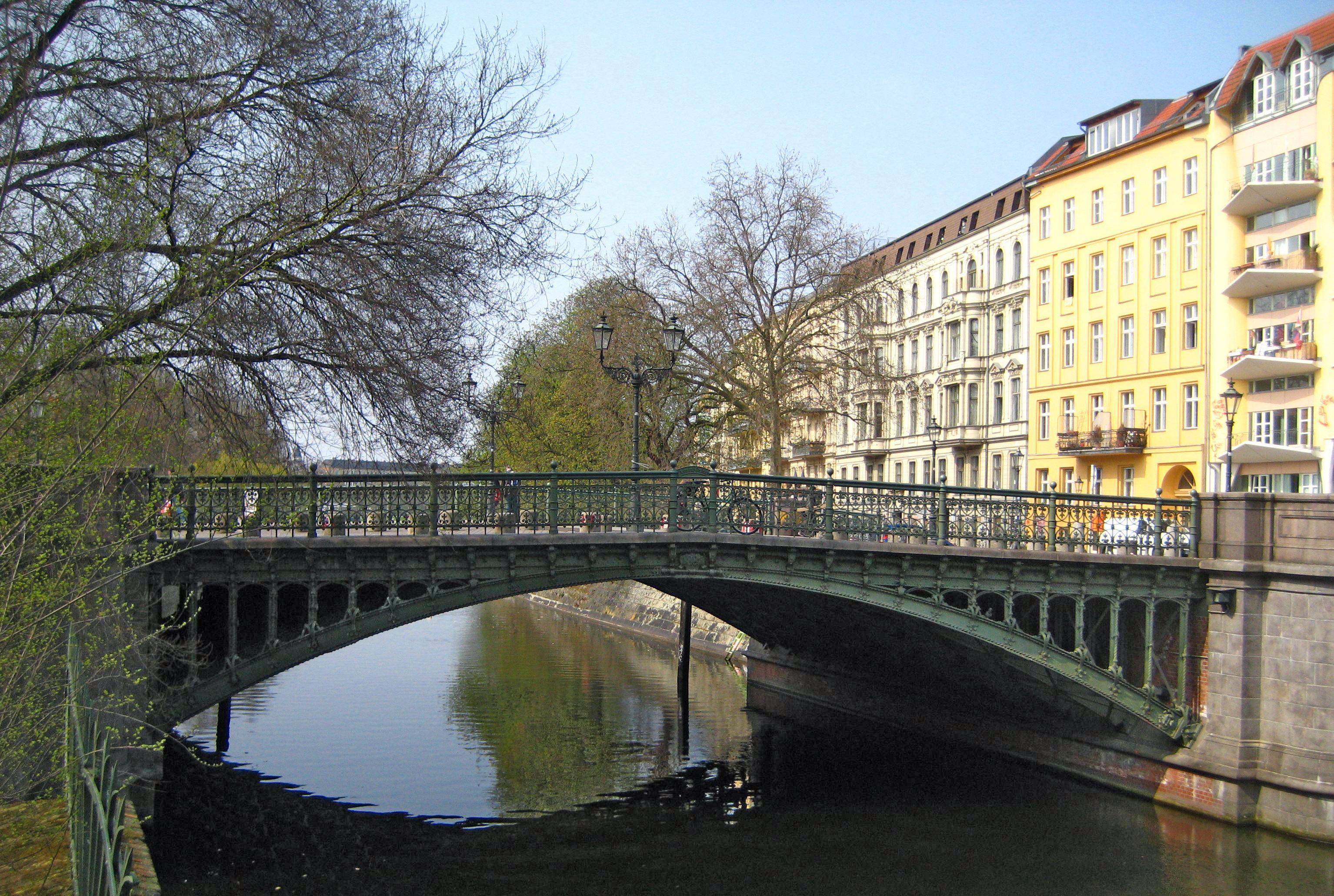 Berlin%2C_Admiralbr%C3%BCcke.jpg