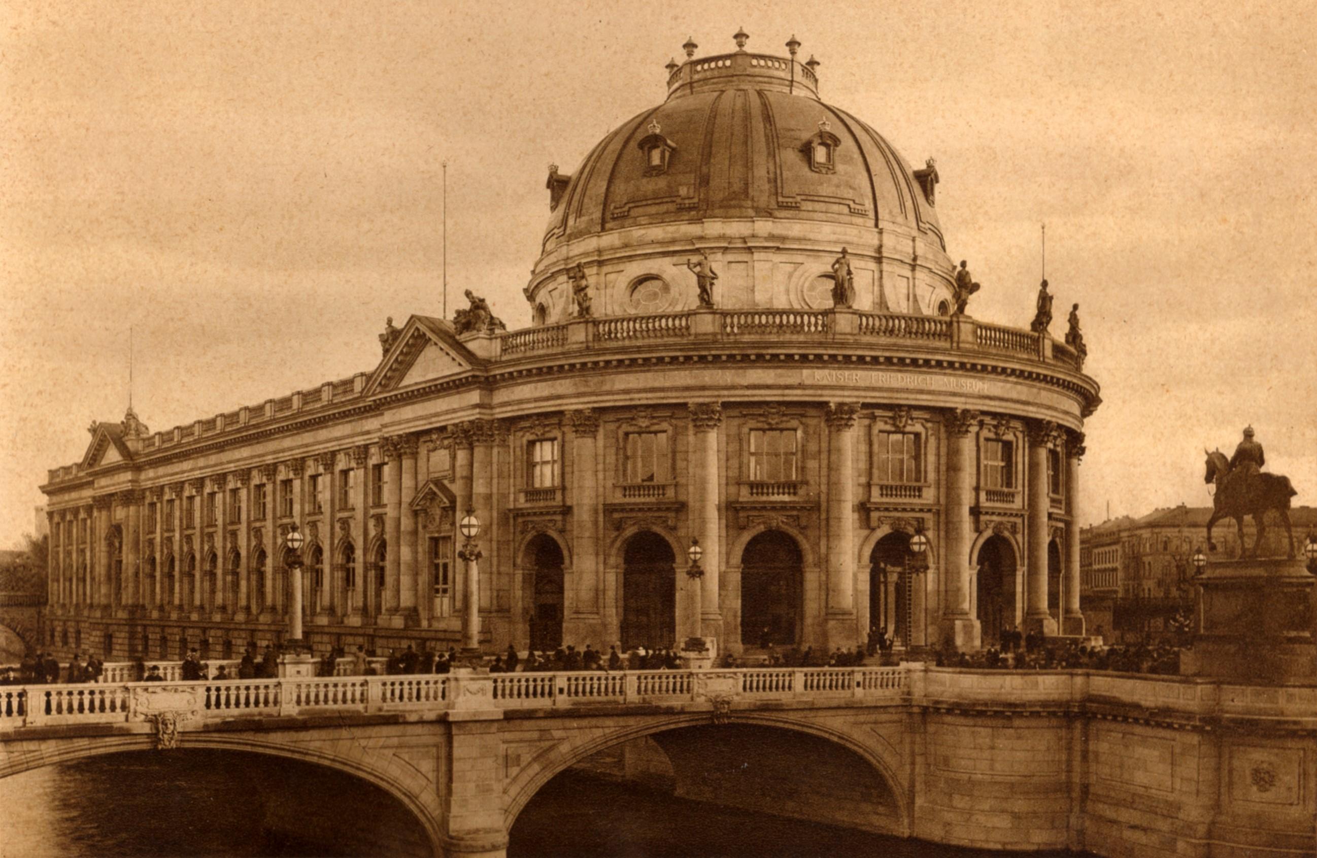 Berlin Monbijoubruecke und Bodemuseum 1904.jpg