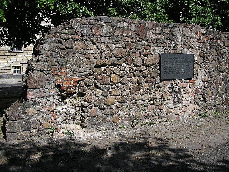 Reste der alten Berliner Stadtmauer in der Littenstraße zwischen Klosterkirche und Stralauer Tor