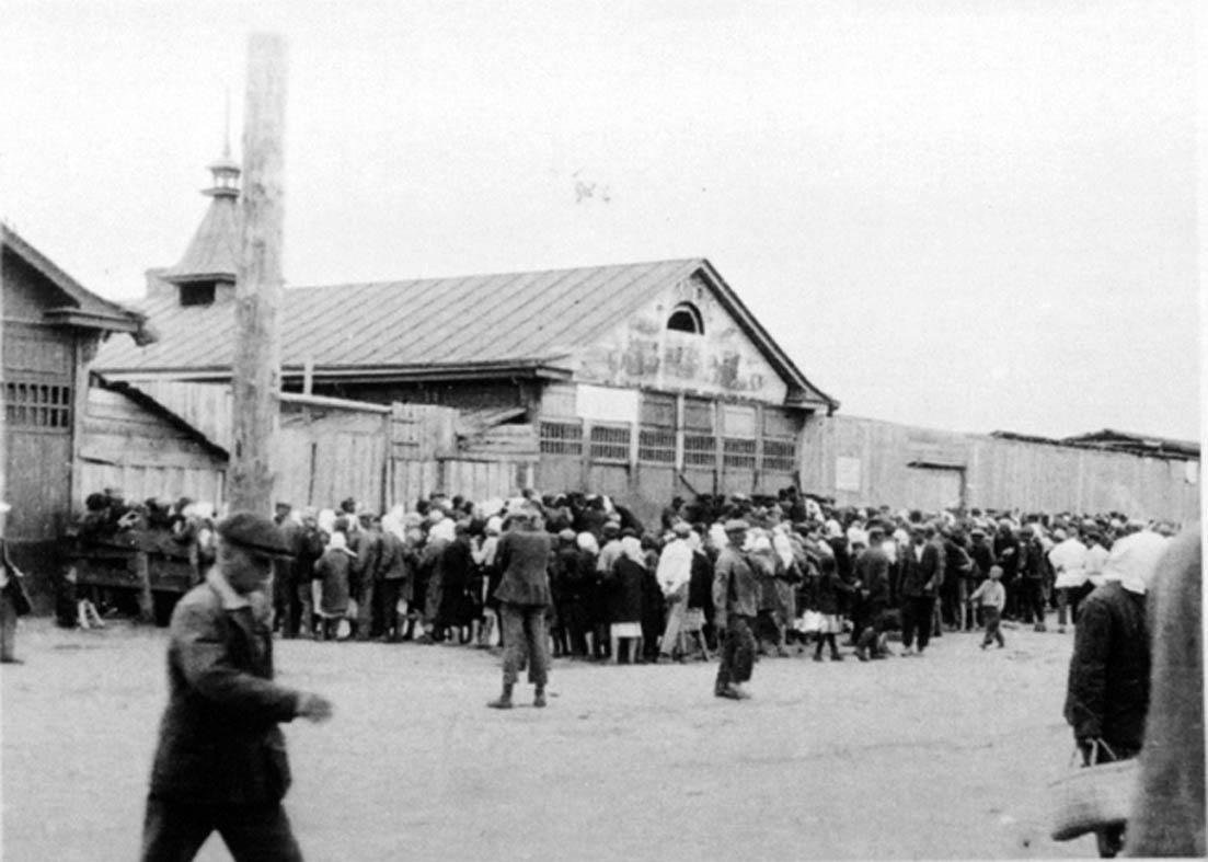 Kharkov, en Ukraine, en 1932. Queue pour le pain.