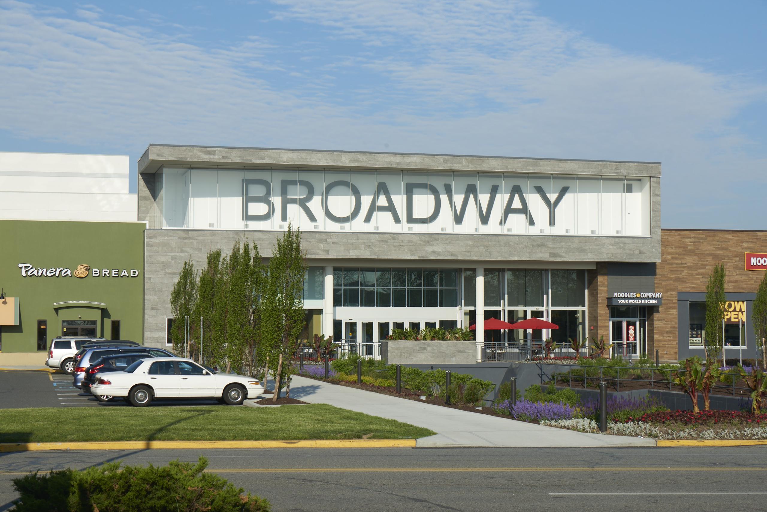 1b6b4b0937e Broadway Mall - Wikipedia