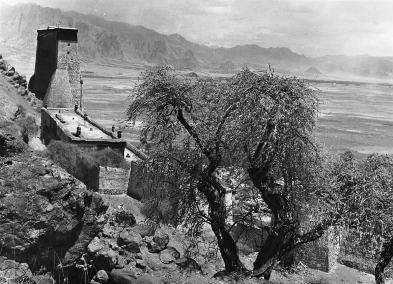 File:Bundesarchiv Bild 135-KA-10-002, Tibetexpedition, Kloster Tashi Lhunpo.jpg