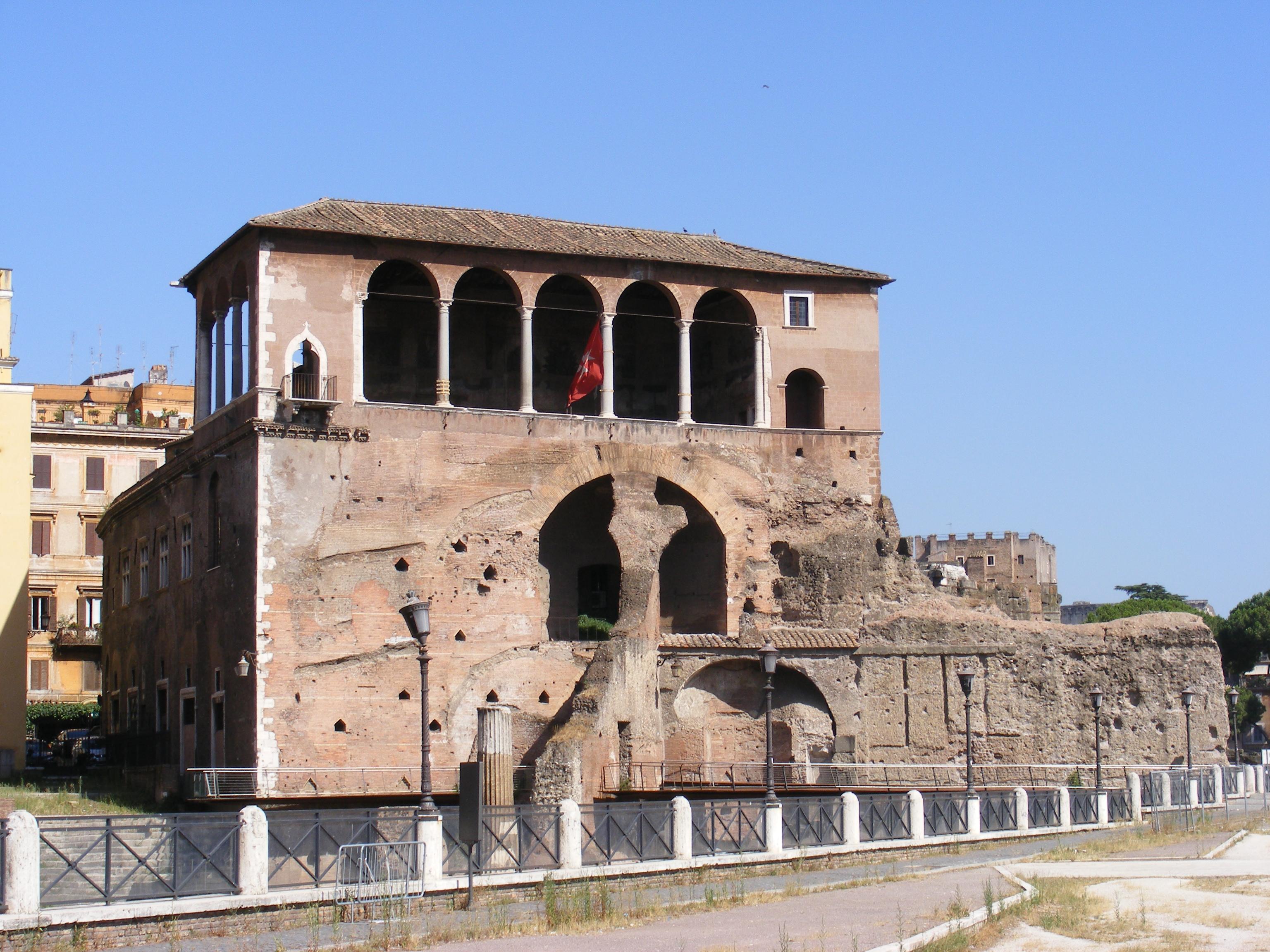 File:Casa dei Cavalieri di Rodi, Trajan\'s Forum, Rome - with flag ...