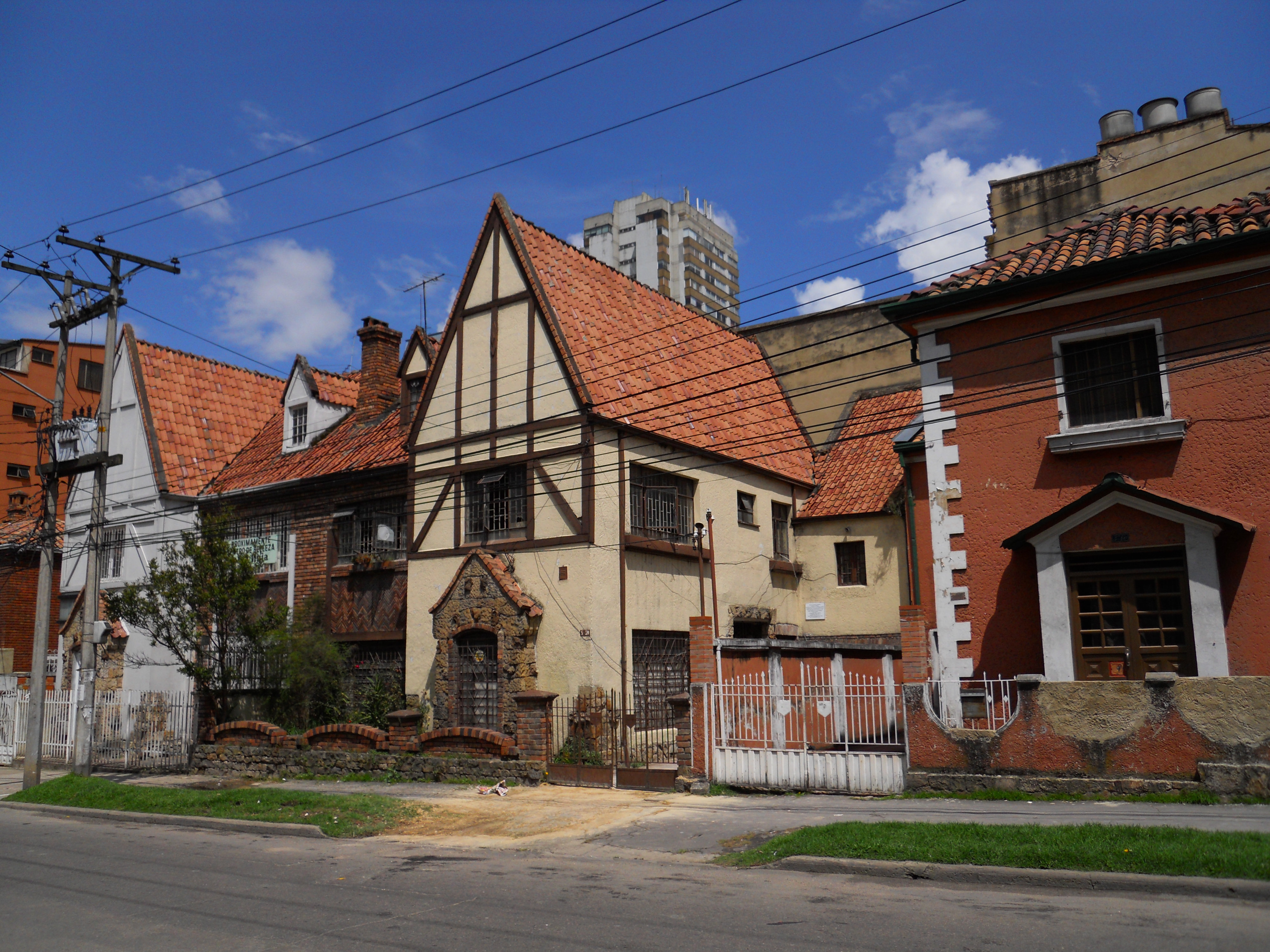 Archivo casas en chapinero cra 5 con clle 65 jpg for Casa quinta muebles bogota