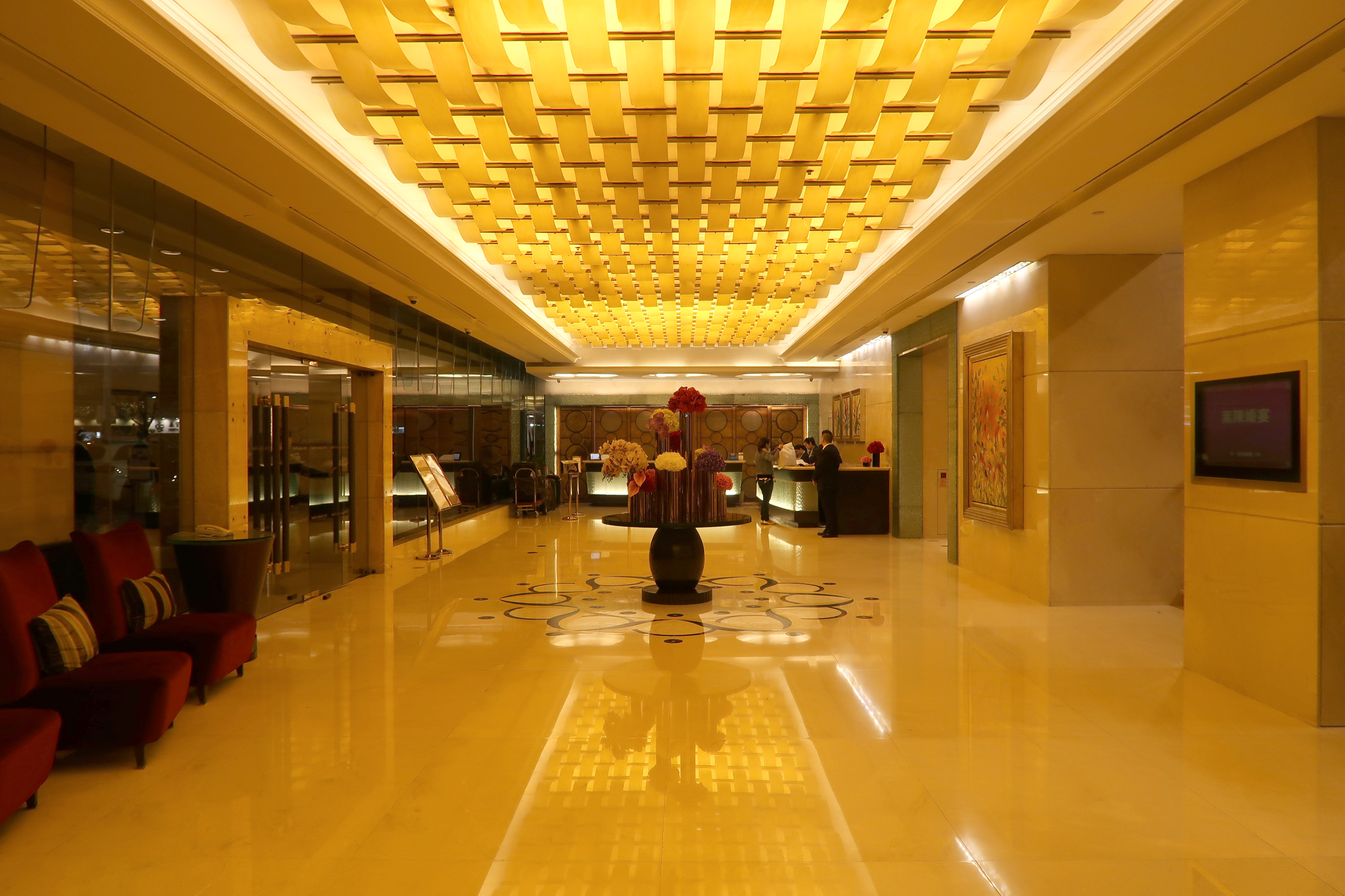 File:City Garden Hotel lobby 2018.jpg - Wikimedia Commons