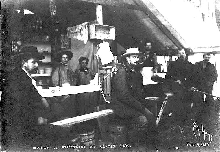 Crater-lake-roadhouse-1898.jpg