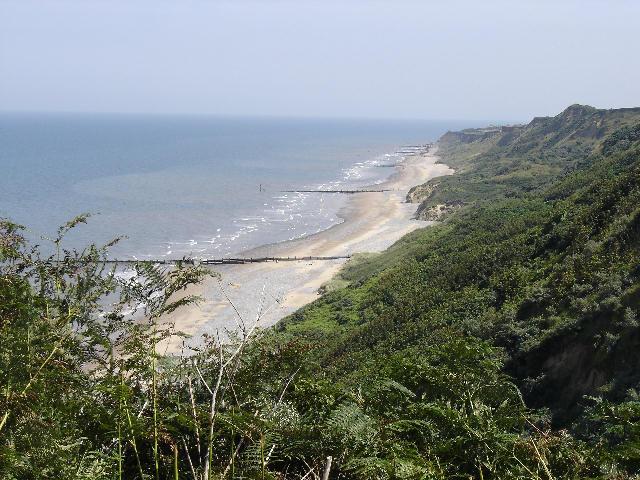 File:Cromer beach summer UK.JPG
