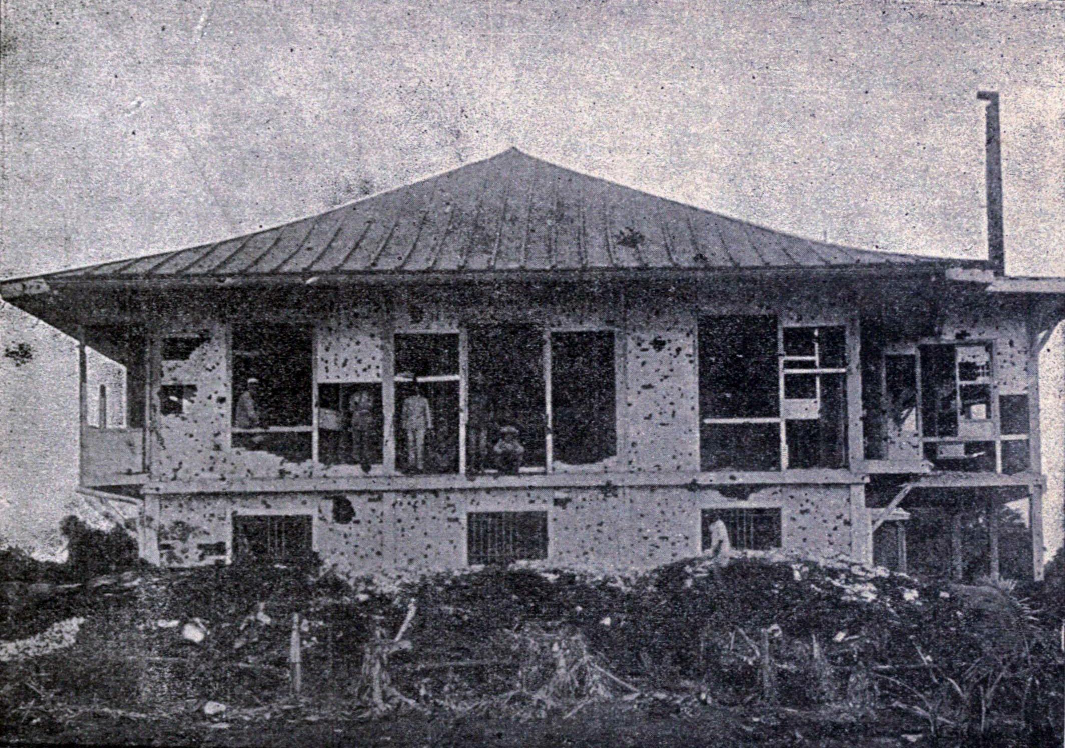 Description Damage to Casa Hescanda, Manila, 1899.jpg