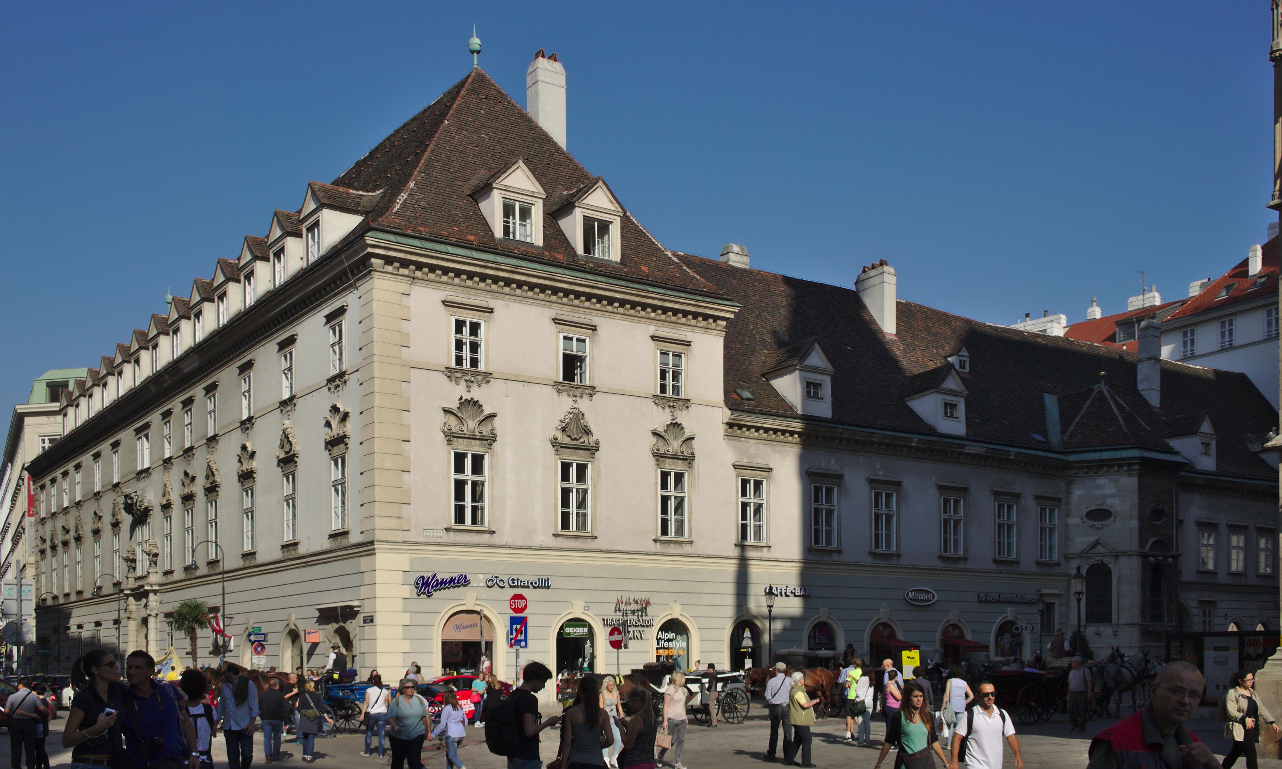 Erzbischöfliches Palais mit Andreaskapelle (20907) IMG 5762.jpg