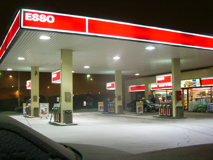 Find Me The Closest Gas Station >> Tiedosto Esso Gas Station Finland Png Wikipedia
