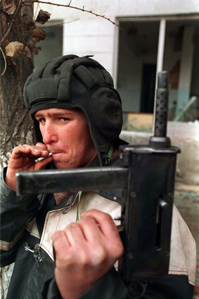 [Imagem: Evstafiev-chechnya-tank-helmet.jpg]