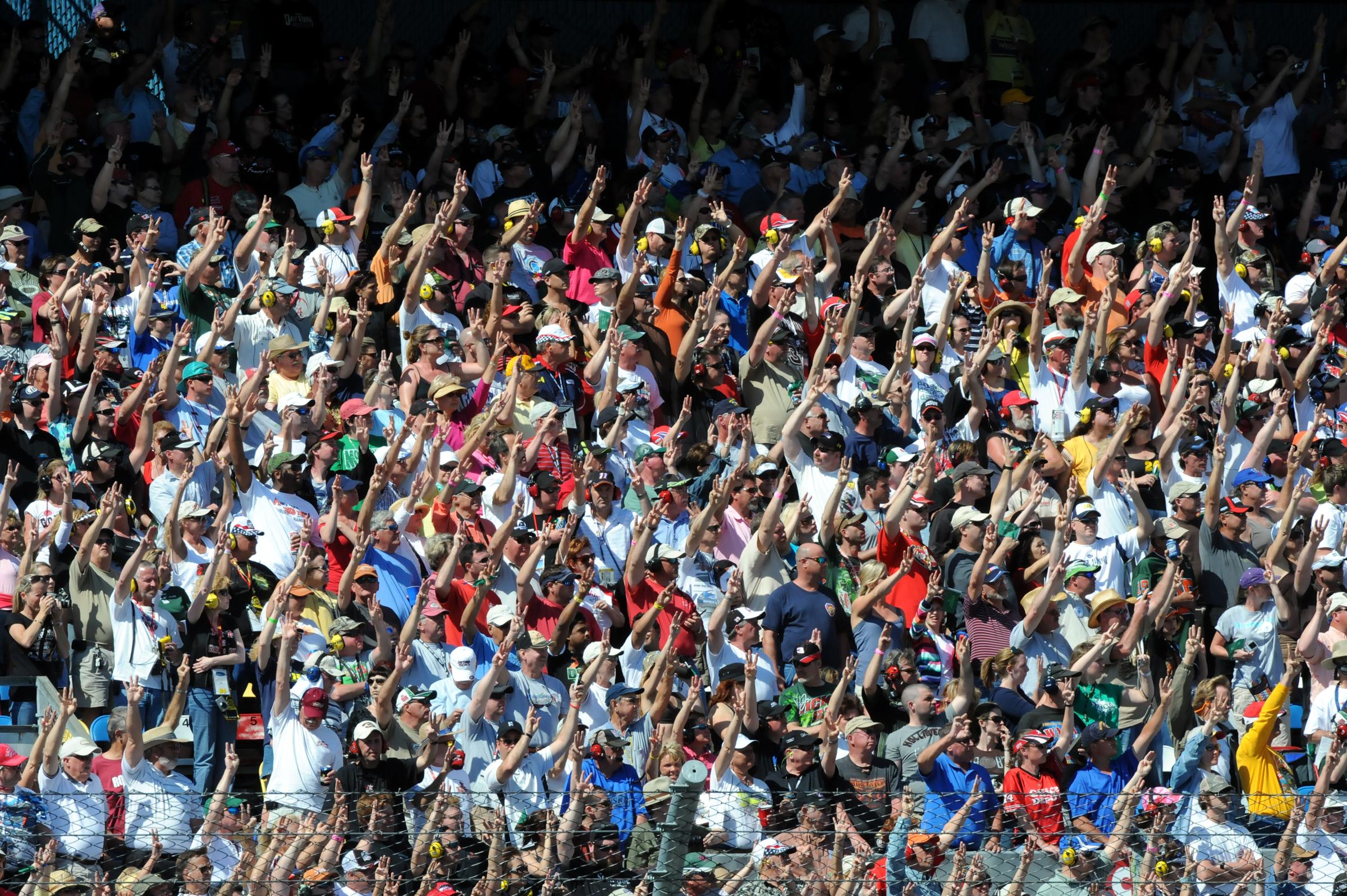 Dale Earnhardt Wikipedia >> File:Fans holding 3 fingers in 2011 Daytona 500 in honor for Dale Earnhardt.jpg - Wikipedia
