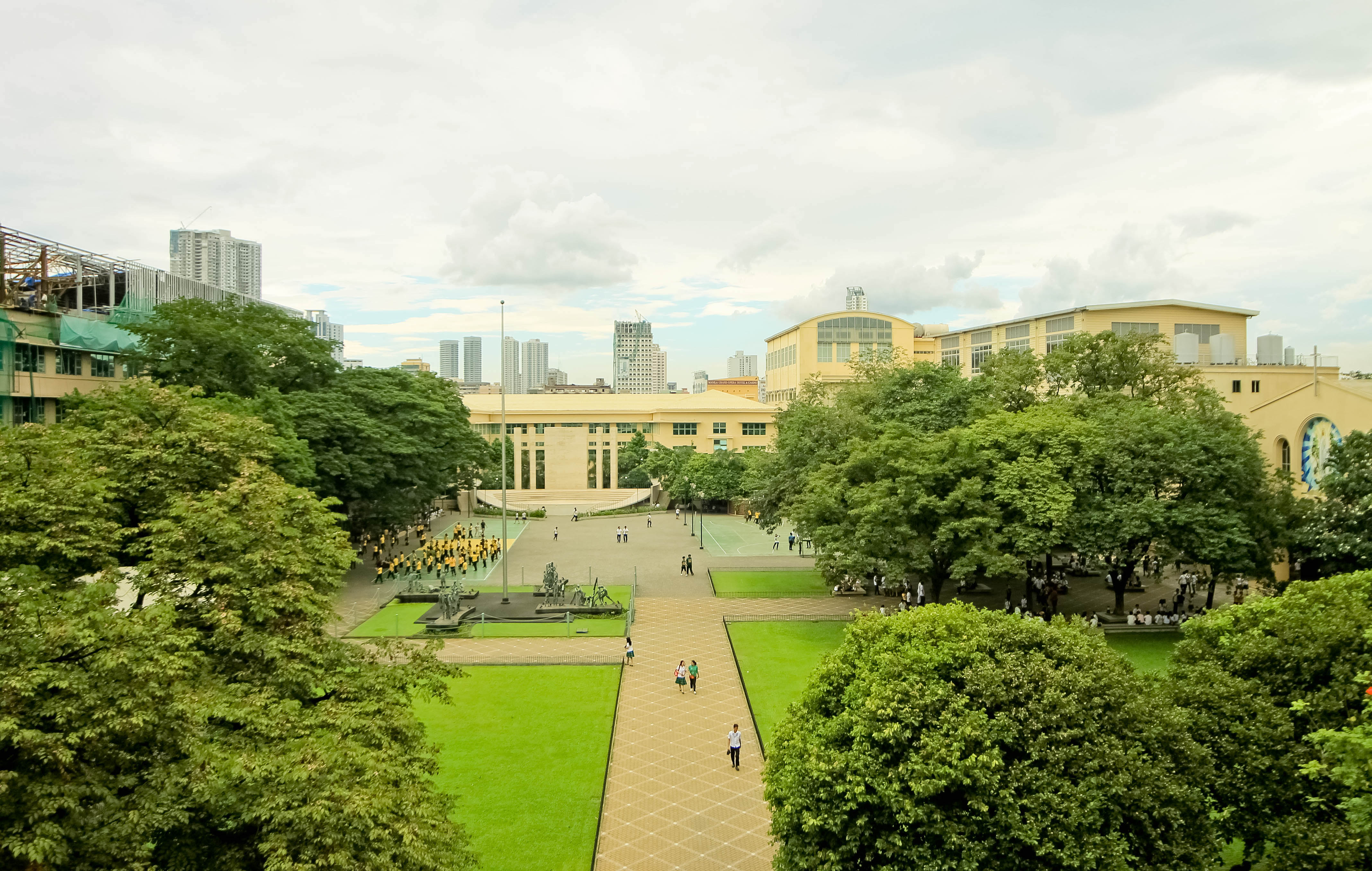 File:Far Eastern University Manila Campus keeping it ...