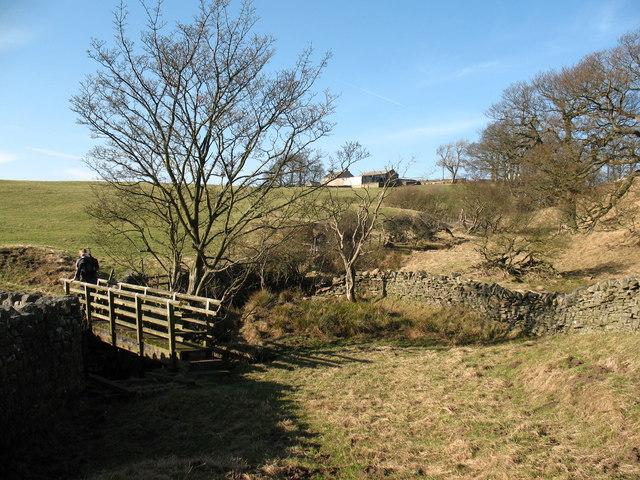Footbridge over Hunder Syke - geograph.org.uk - 685640