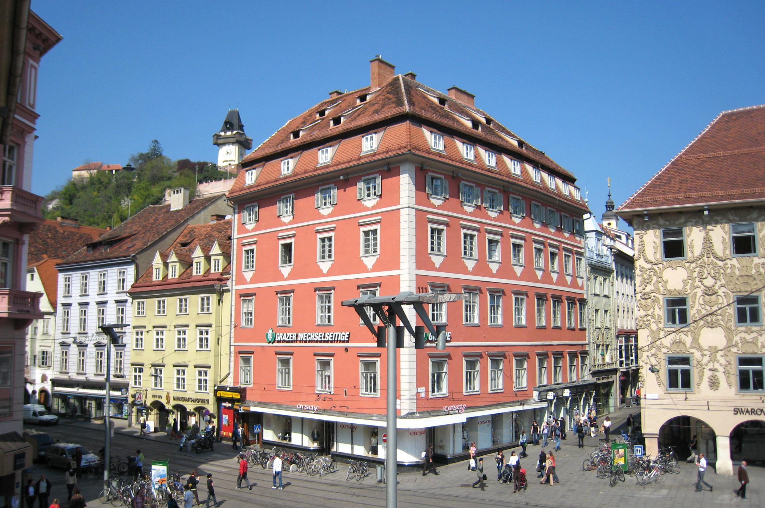 Grazer Hauptplatz: Eingang zur Sackstraße (links) und Sporgasse (rechts)