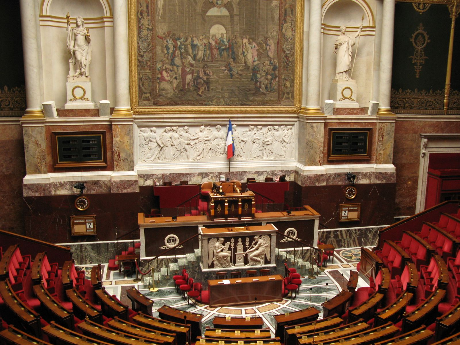Vue du centre de l'hémicycle du Palais Bourbon, à Paris