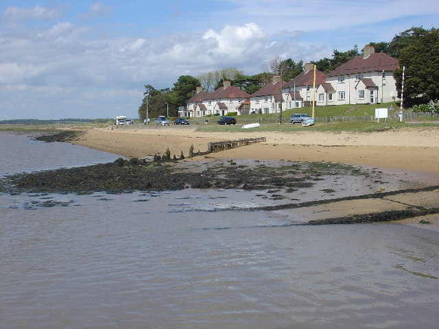 Houses at Bawdsey - geograph.org.uk - 16032