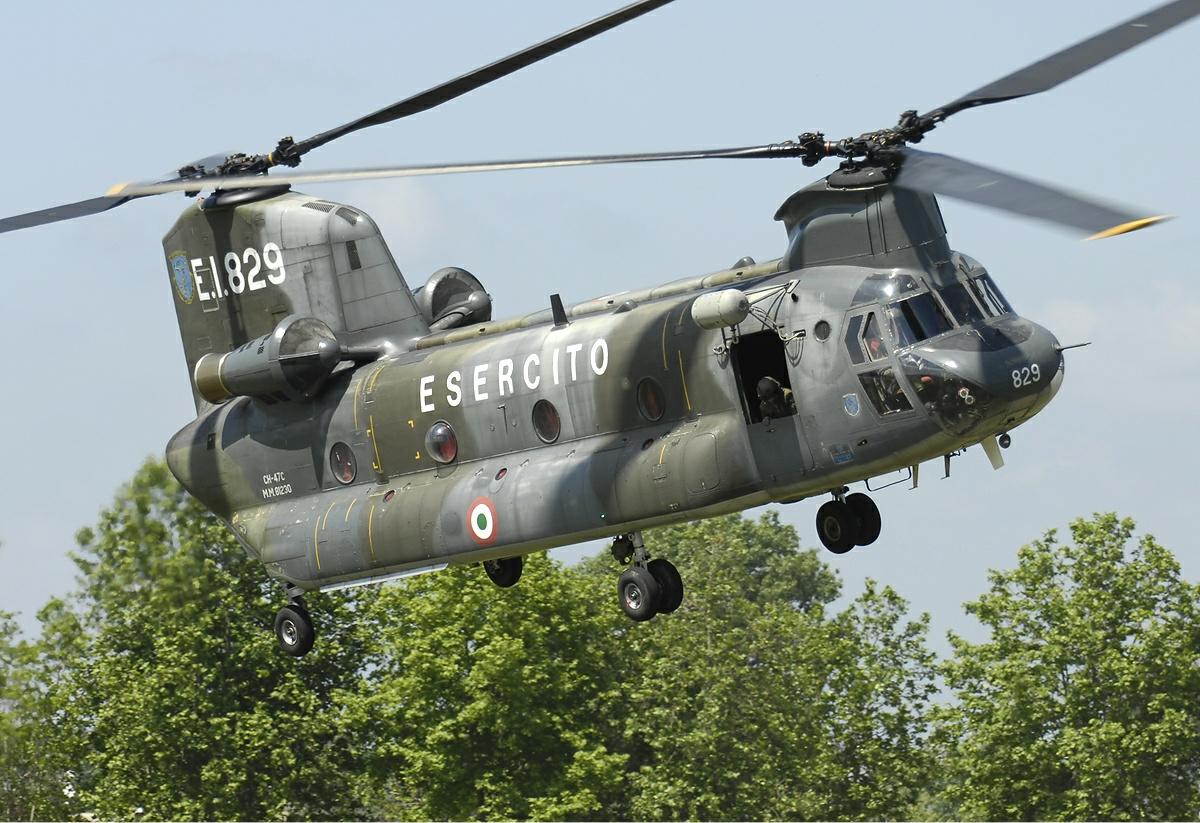 Elicottero Militare Doppia Elica : File italian army boeing elicotteri meridionali ch c