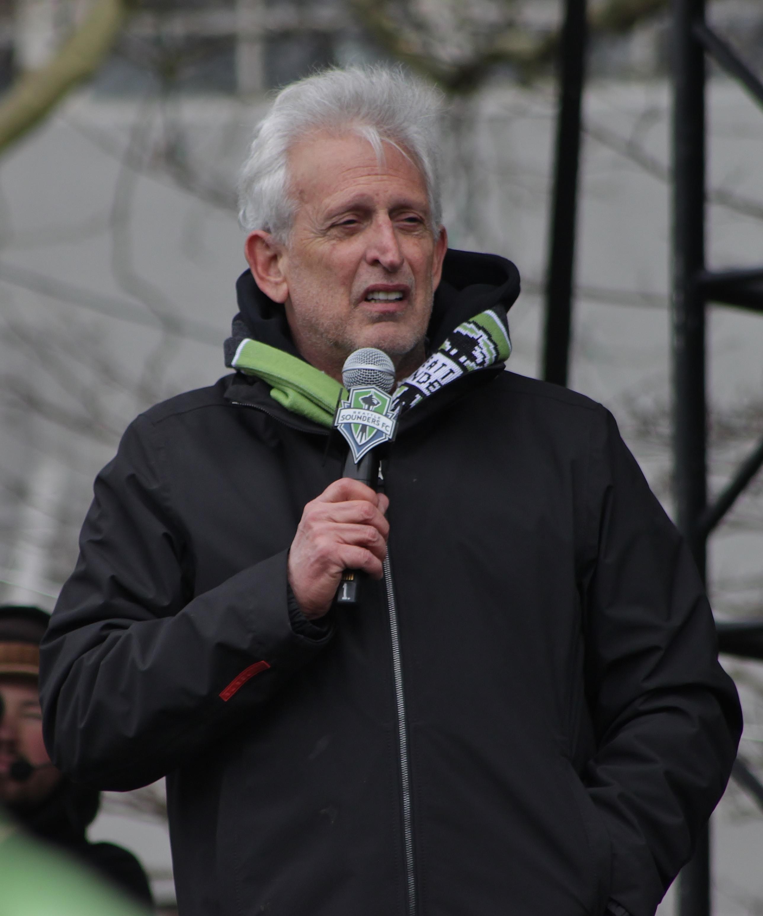 Файл:Joe Roth at Sounders Victory Rally, 2016.jpg