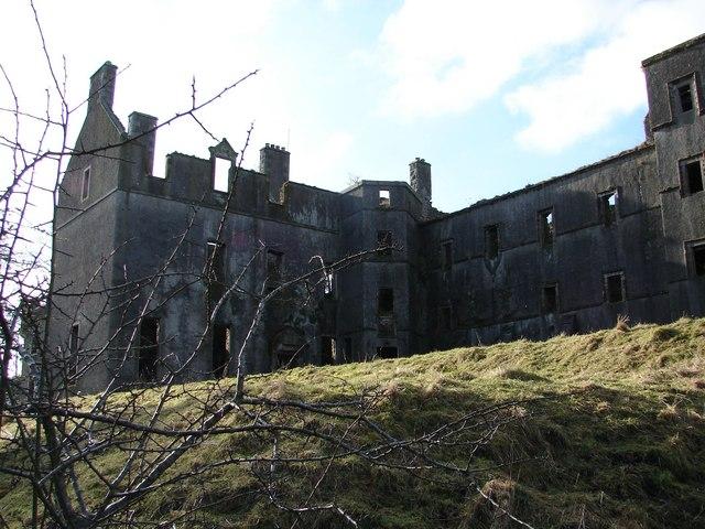 File:Kenmure Castle - geograph.org.uk - 690489.jpg