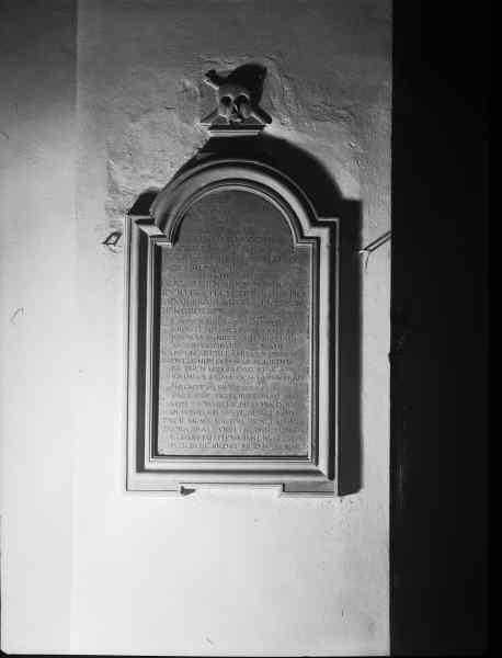 File:Kung Karls kyrka - KMB - 16000200097105.jpg