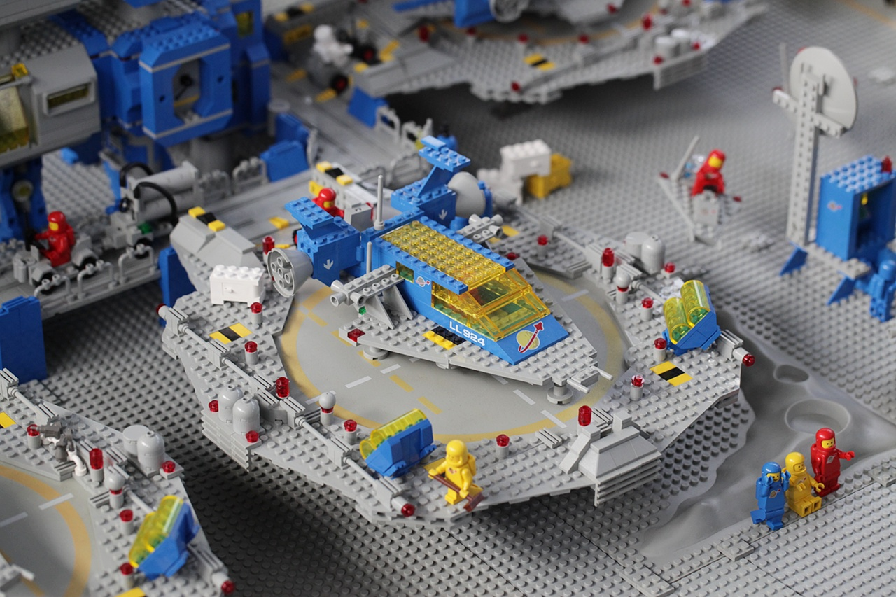 File:Lego Classic Space LL 924 Space transporter (in