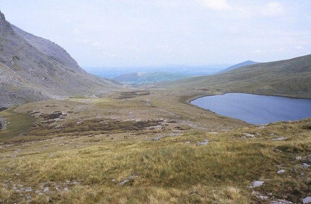 File:Macgillycuddy's Reeks, Hags Glen - geograph.org.uk - 1433172.jpg