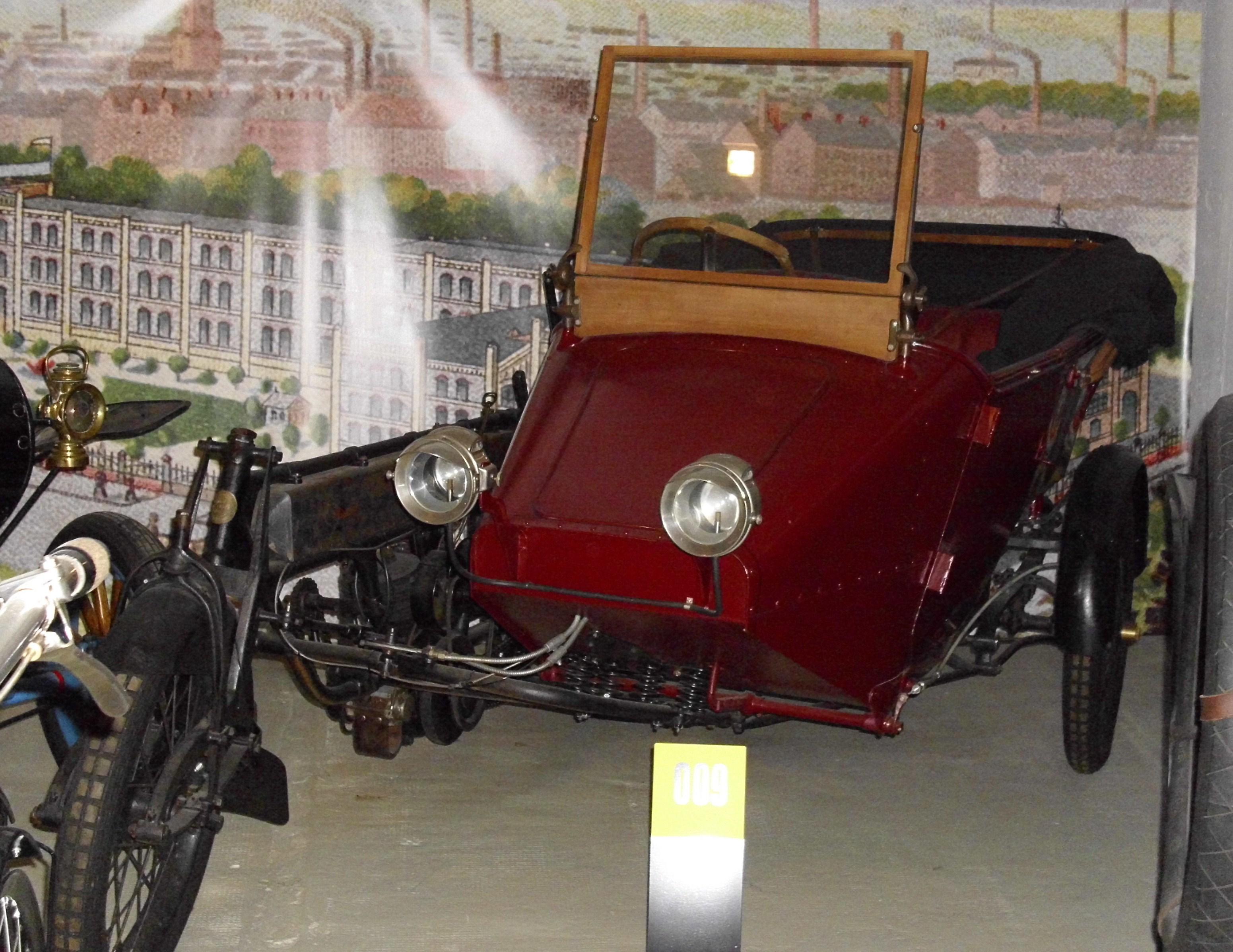 Selbstfahrer-Beiwagen von Magnet mit Autokarosserie und Lenkrad (1911)