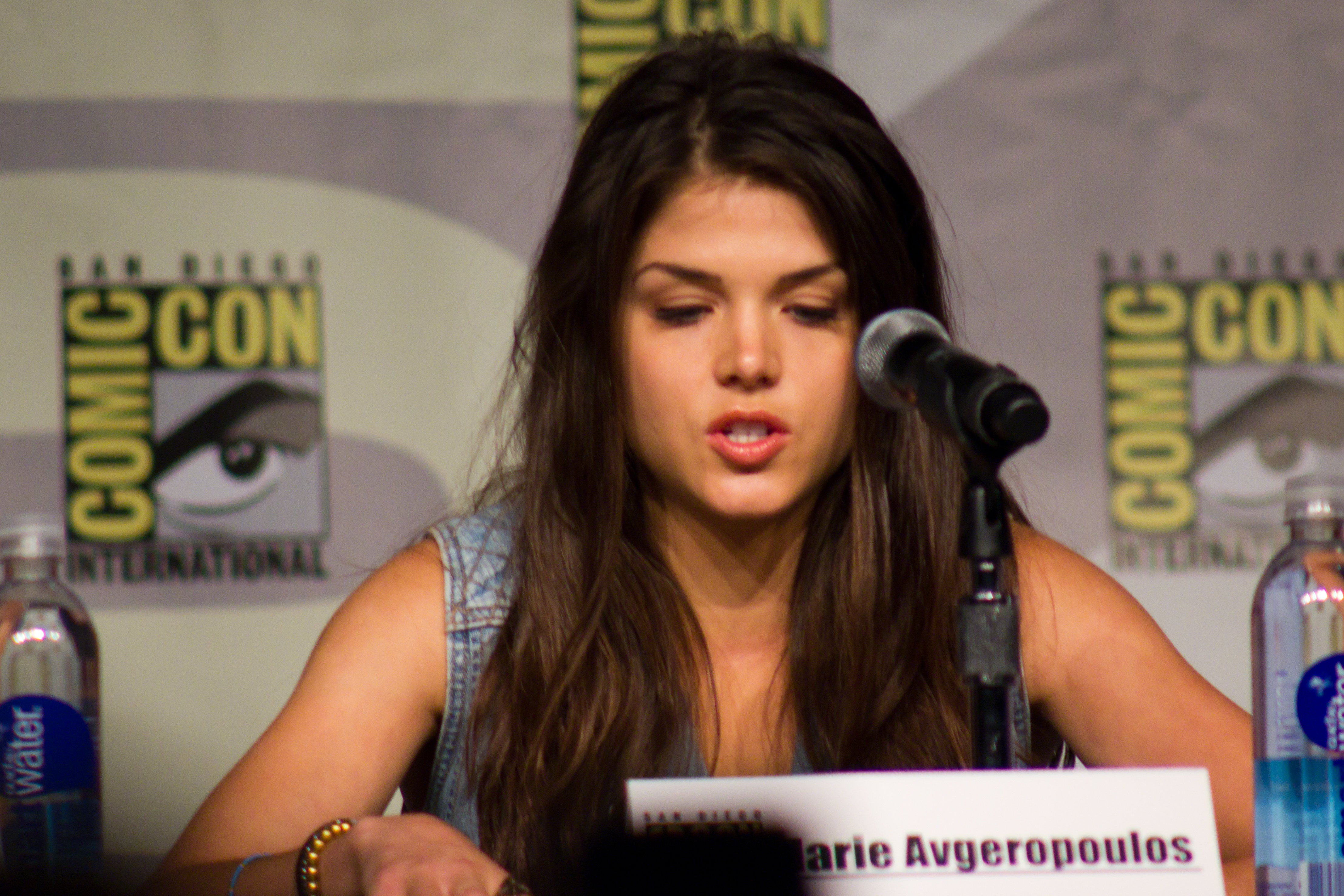 Marie avgeropoulos fugitive at 17