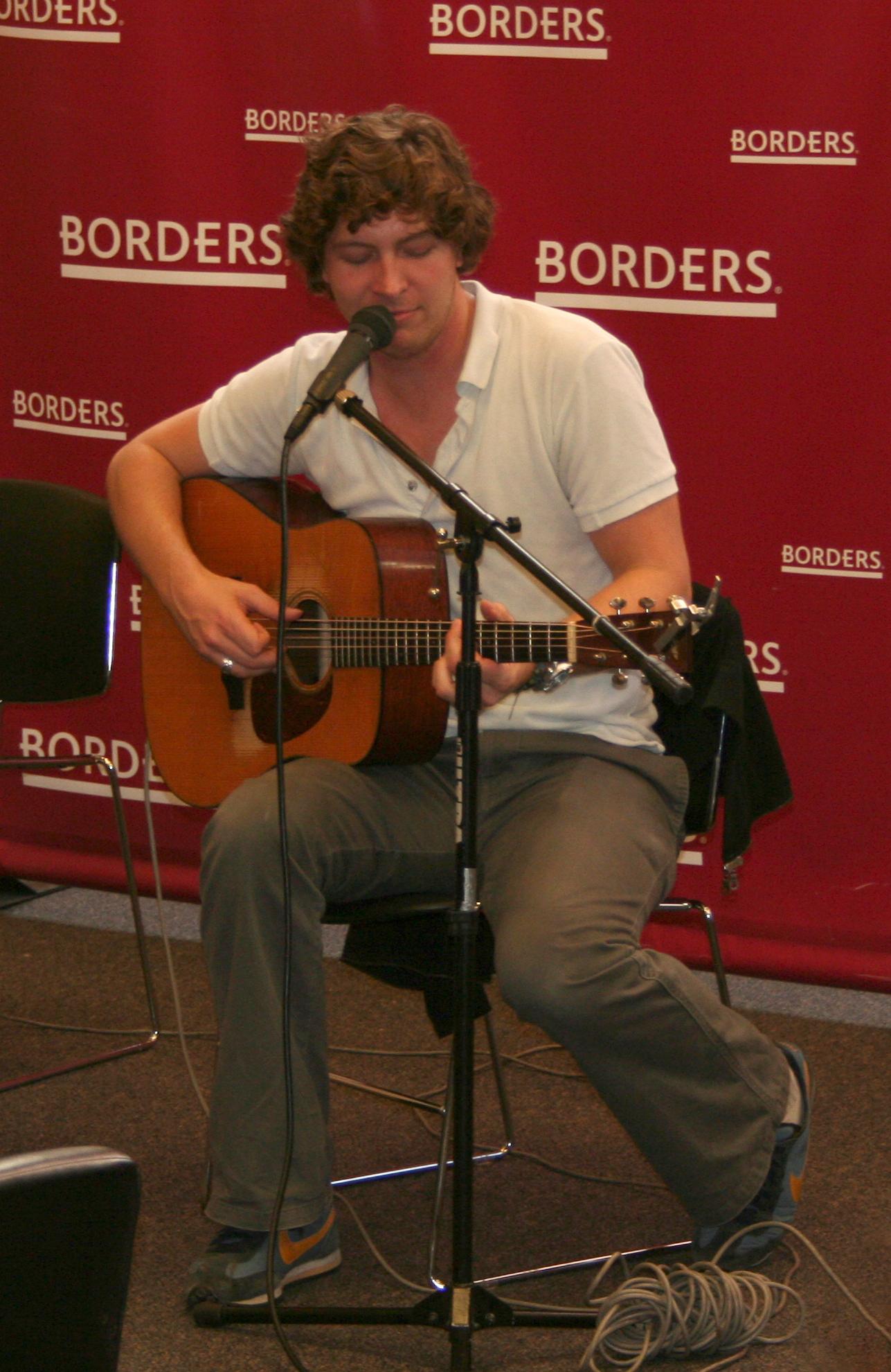 File:Matt Wertz at Border's Bookstore in Boston