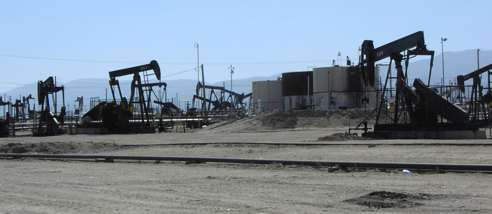 Lawmaker Introduces Bill To Clean Up 3.2 Million Abandoned Oil and Gas Wells